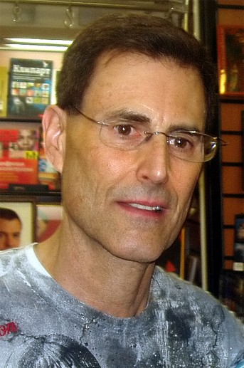 http://upload.wikimedia.org/wikipedia/commons/7/73/Uri_Geller_in_Russia2.jpg