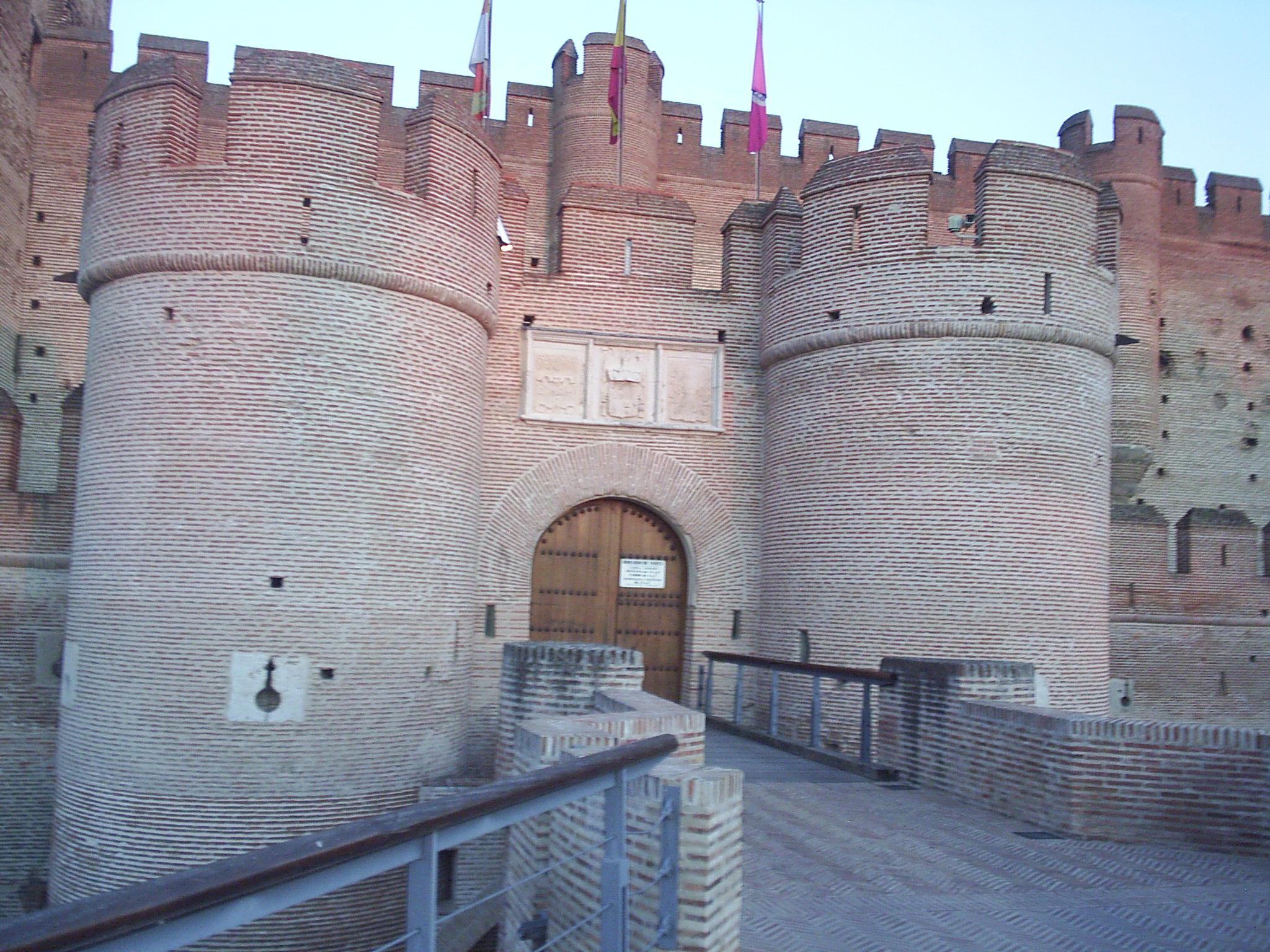File vista del puente levadizo y la puerta de la muralla for Puerta 7 campo de mayo