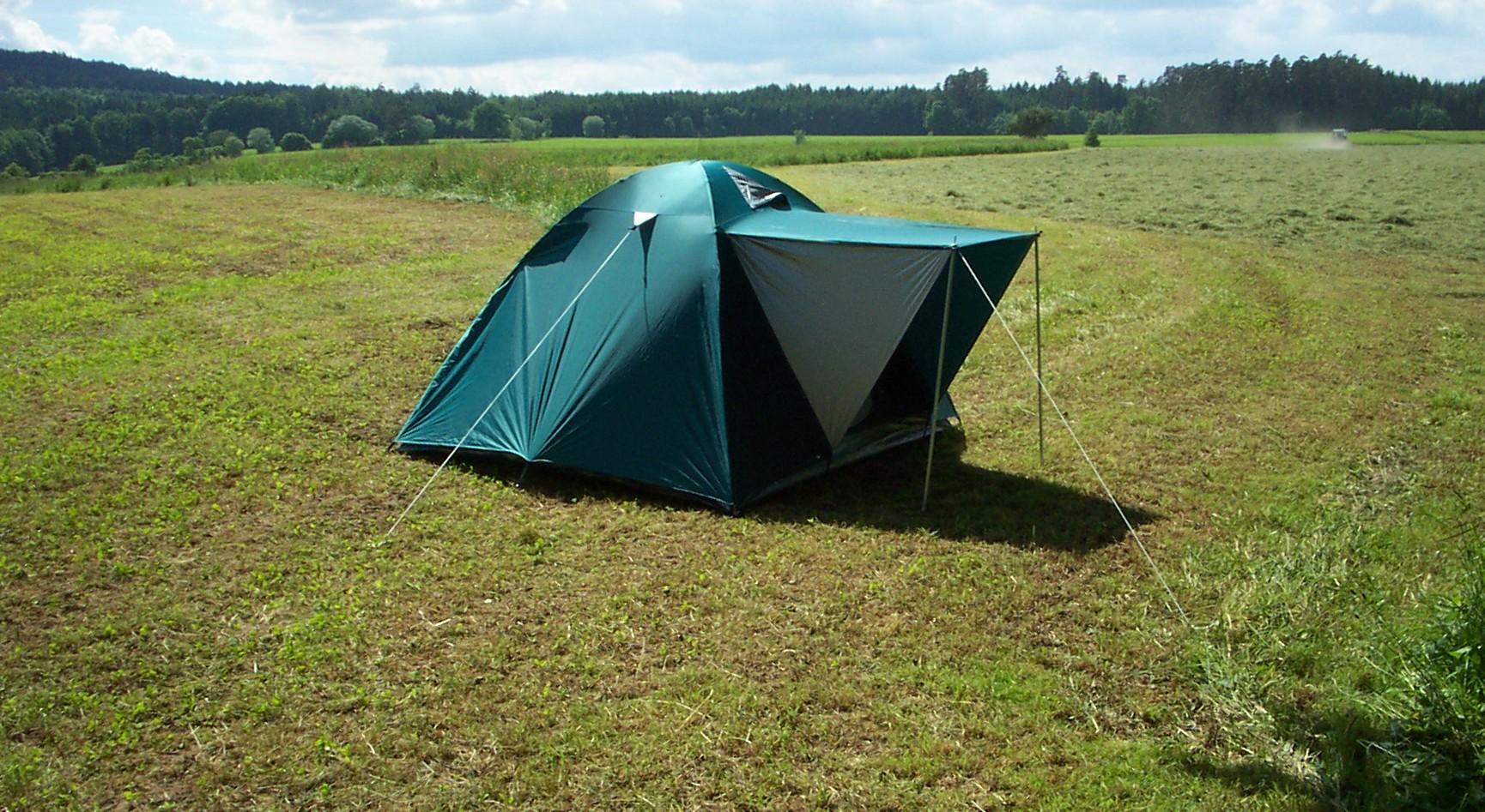 Zelt Auf Wohnmobilstellplatz : File zelt auf wiese g wikimedia commons
