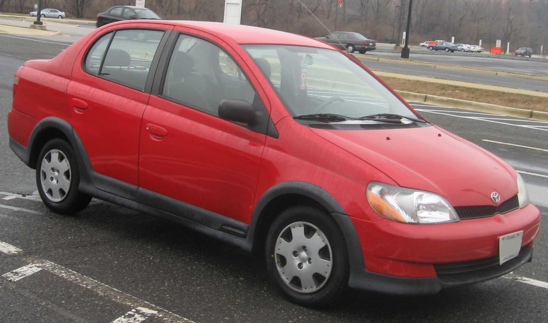 File:00-02 Toyota Echo sedan.jpg - Wikimedia Commons