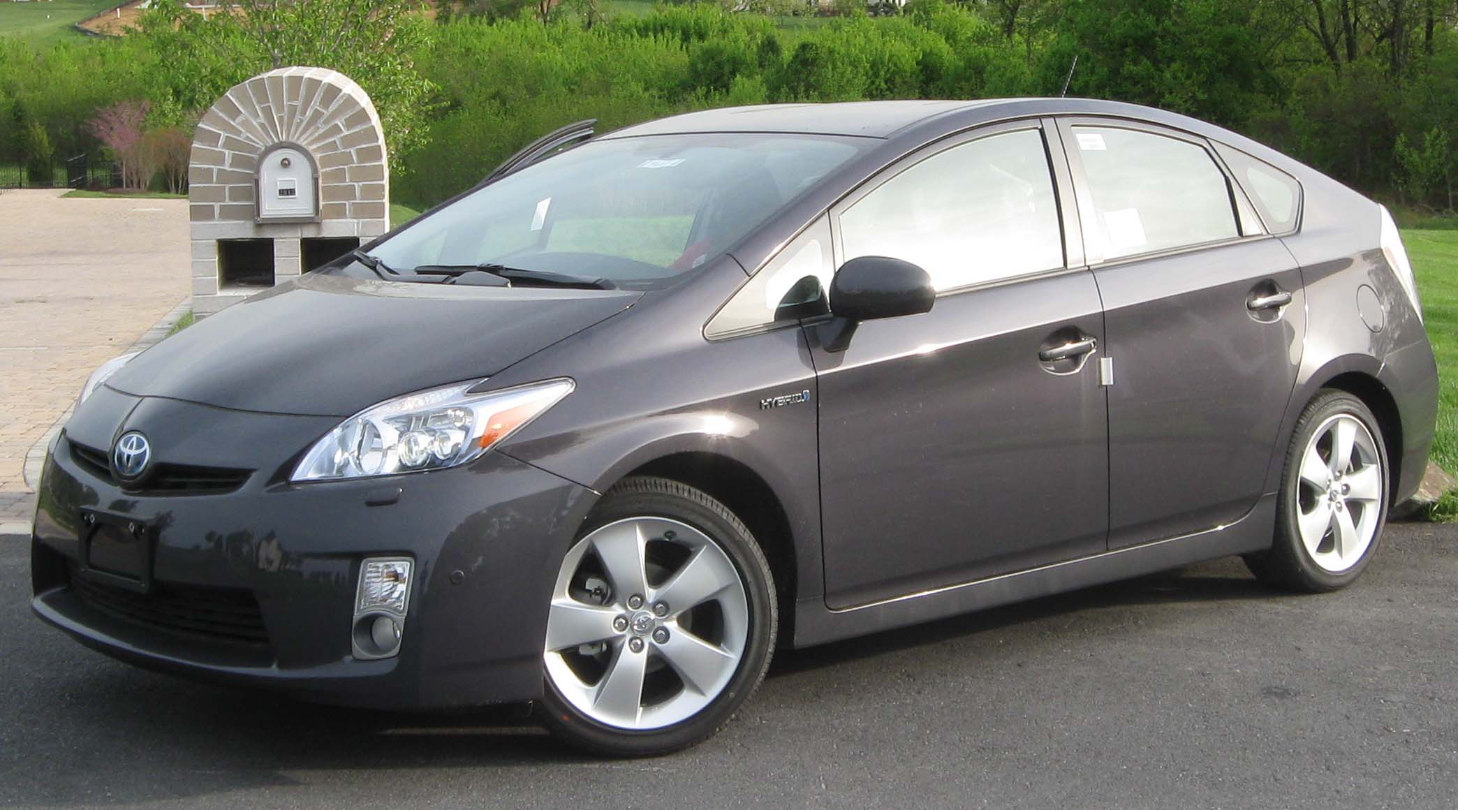 File:2010 Toyota Prius V -- 04-20-2010.jpg - Wikipedia, the free ...
