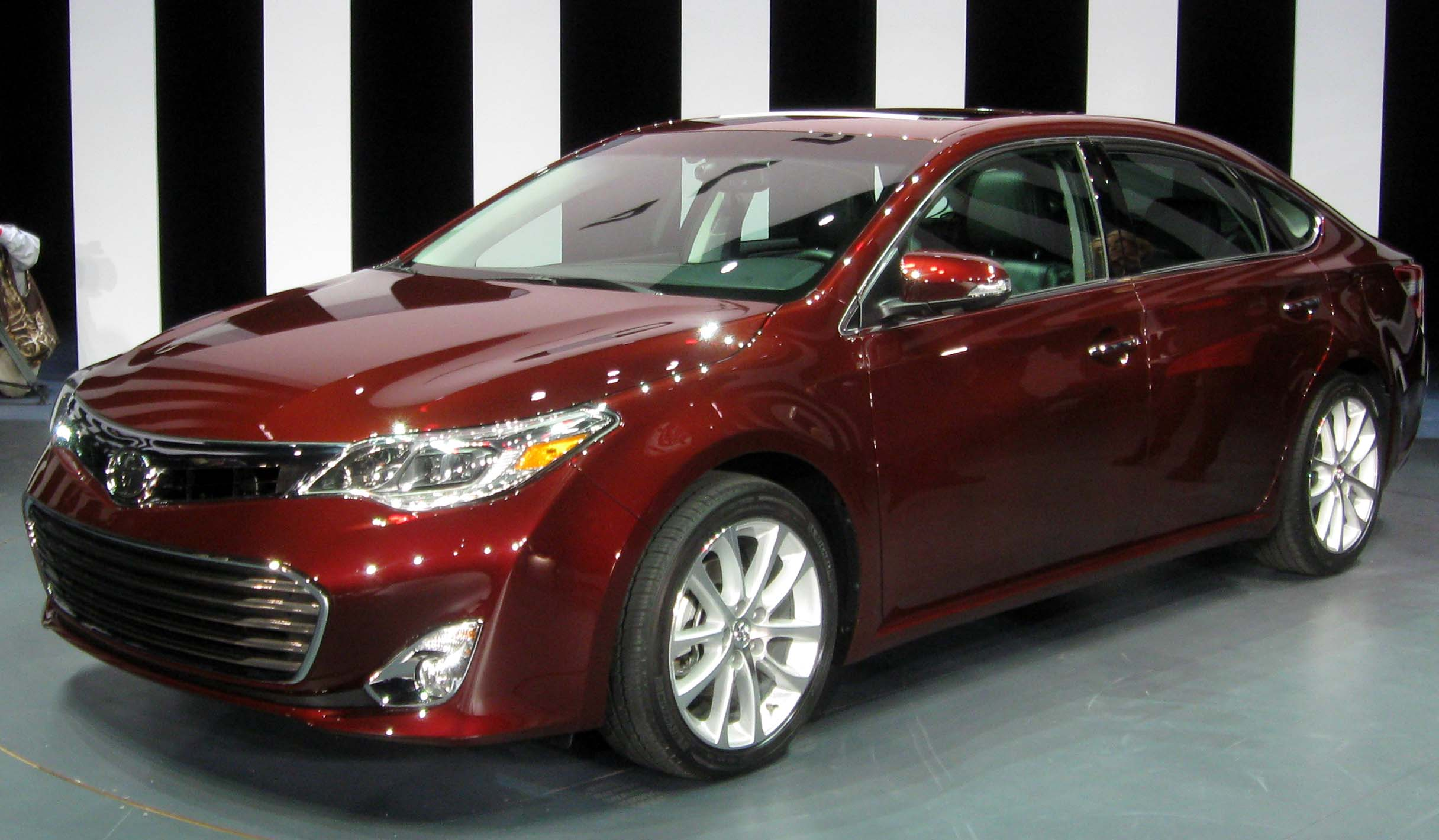 File 2013 Toyota Avalon 2012 Nyias Jpg Wikimedia Commons