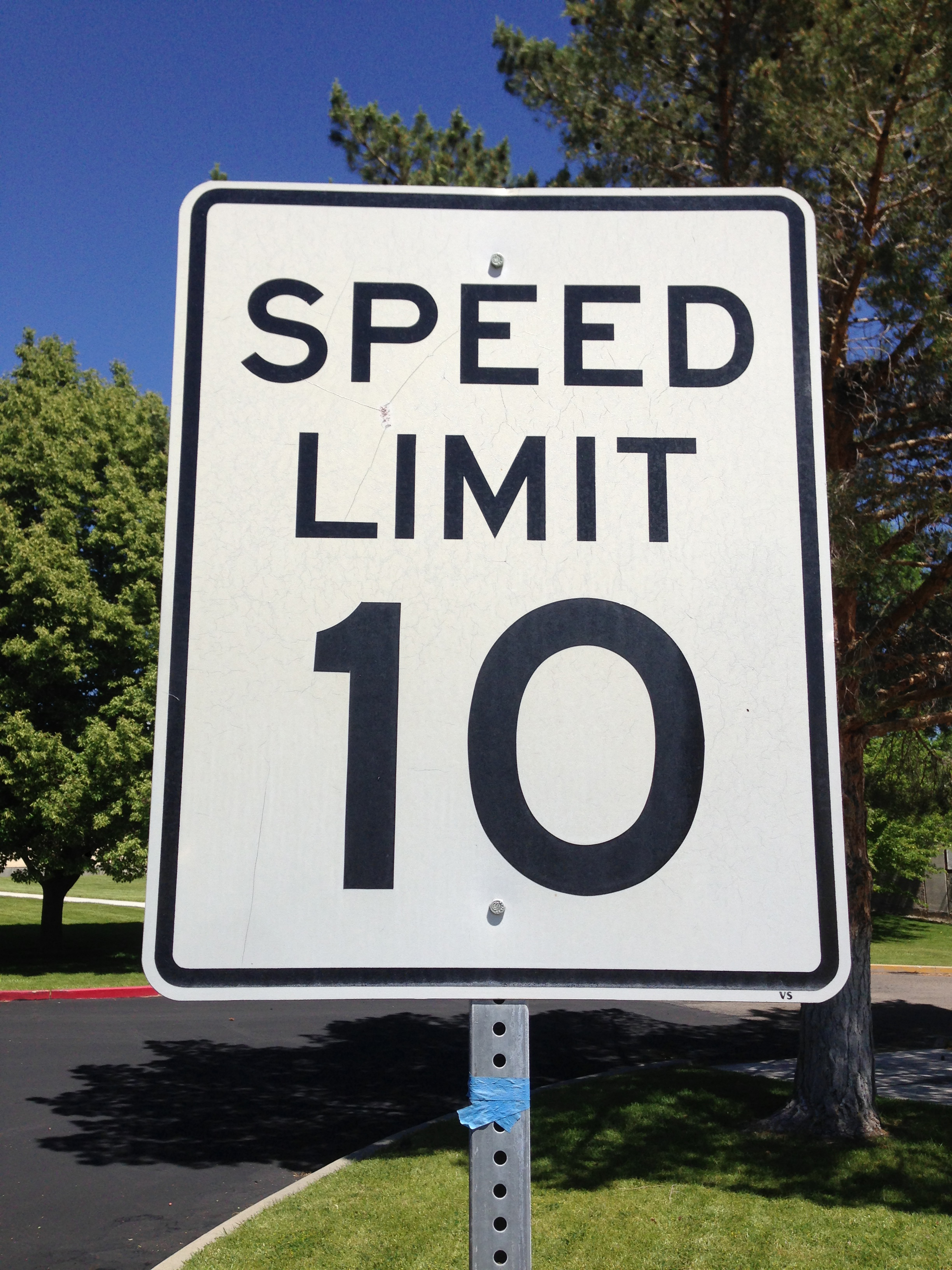 File:2014-06-13 11 01 08 A 10 miles-per-hour speed limit sign in ...