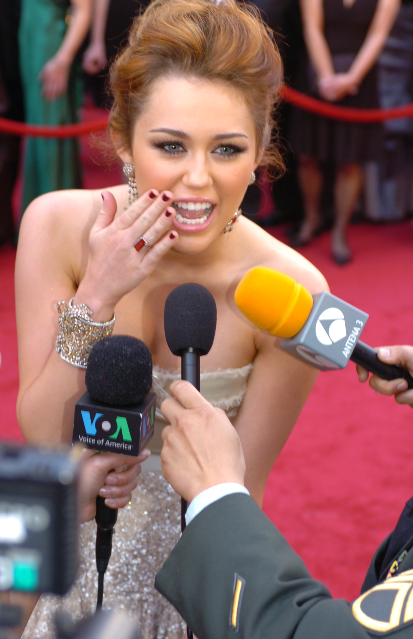 Description 82nd Academy Awards, Miley Cyrus - army mil-66456-2010-03 ...
