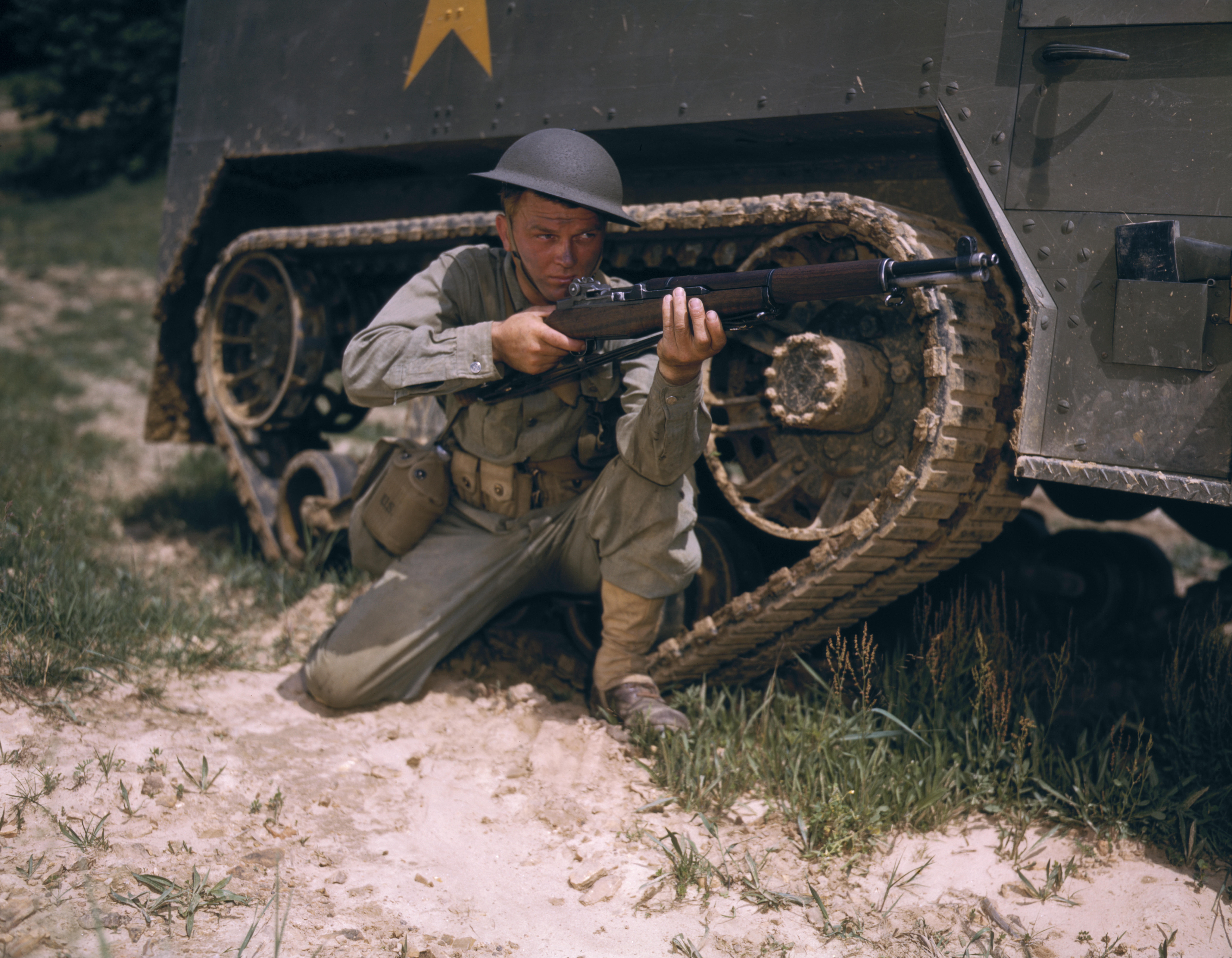 the description of the m1 garand rife and its use in the american military history The 45 caliber trapdoor rifle would remain in use with the regular army until  1894  m1 (also known as the garand rifle in honor of its designer john garand ),.