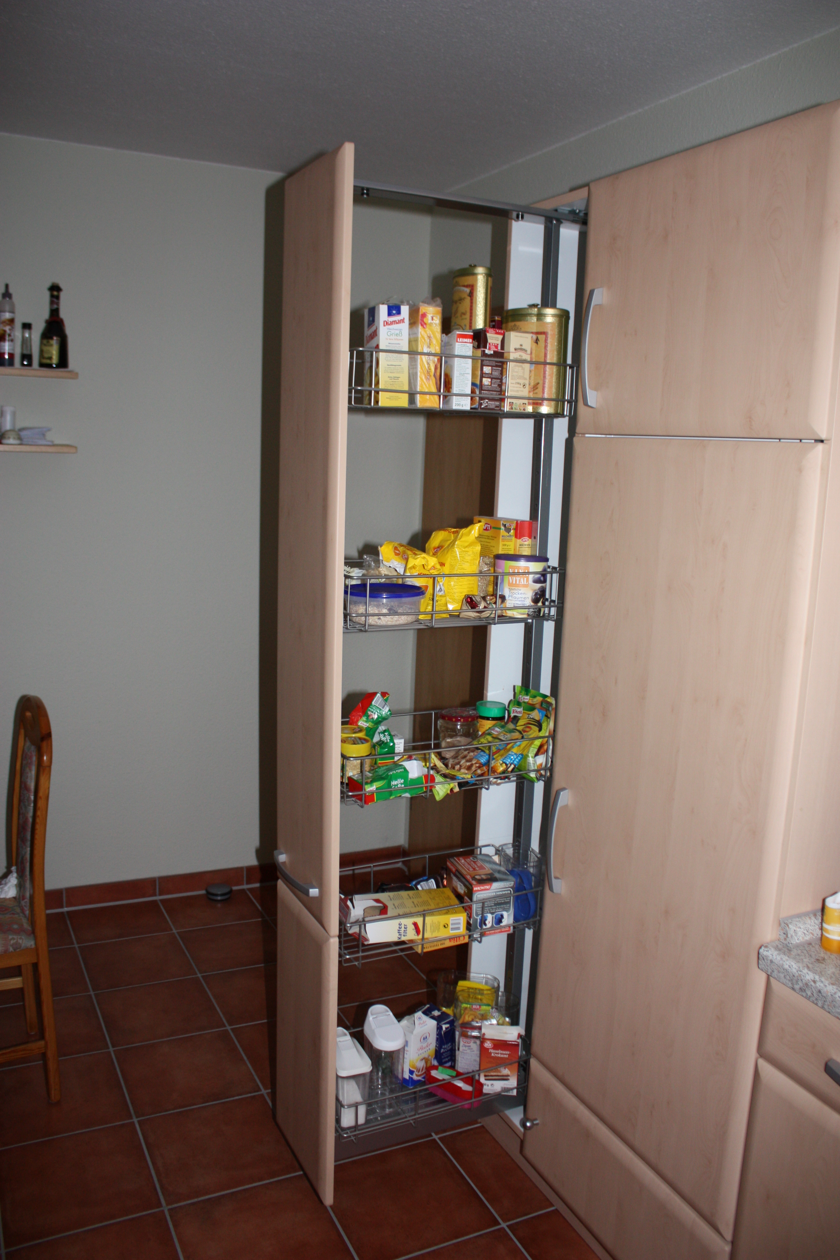 File:Apothekerschrank in einer Einbauküche IMG 0011.JPG ...