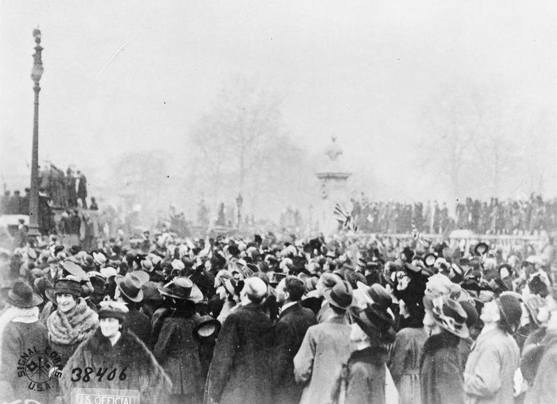 Armistice_Day_in_London%2C_11_November_1918_Q47852.jpg?profile=RESIZE_710x