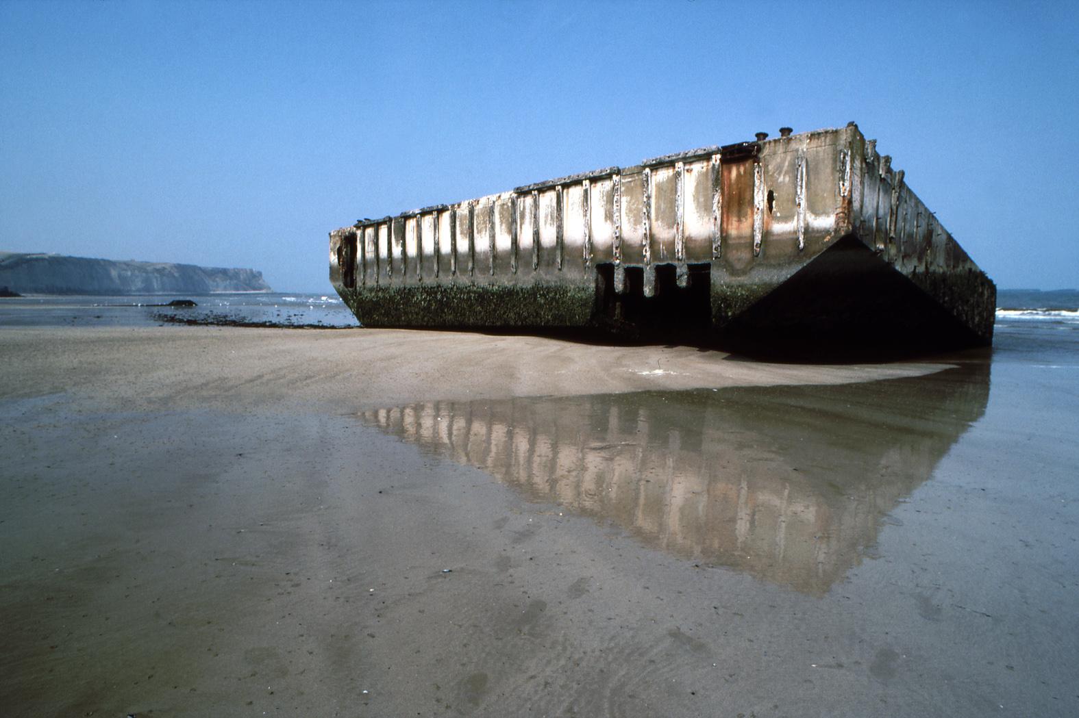 Файл arromanches mulberry harbour spud pier pontoon449 1 90