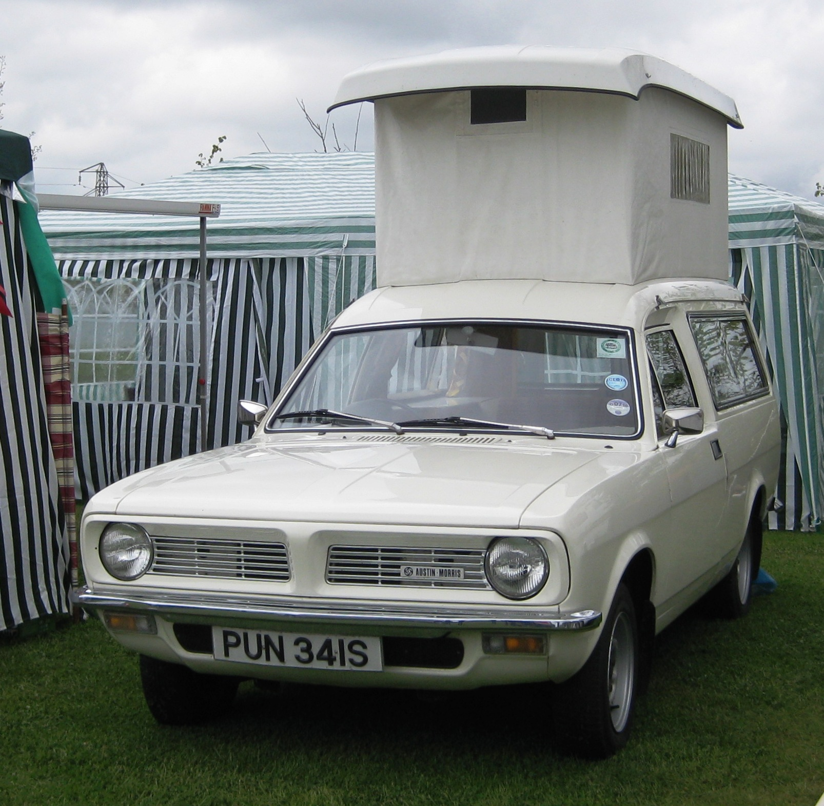 Austin-Morris Marina Motor caravan at Battlesbridge.JPG