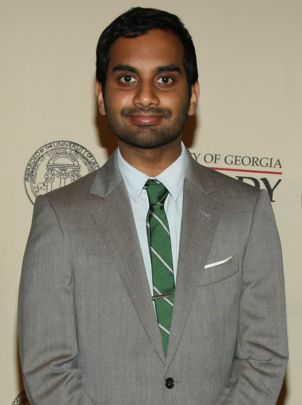 The 35-year old son of father Shoukath Ansari and mother Fatima Ansari, 170 cm tall Aziz Ansari in 2018 photo