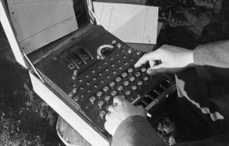 File:Bundesarchiv Bild 101I-241-2173-09, Russland, Verschlüsselungsgerät Enigma.jpg