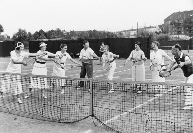 Bundesarchiv Bild 146-1987-085-21, KdF-Sport, Tennis.jpg