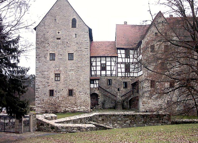 File:Burg Brennhausen 2.jpg