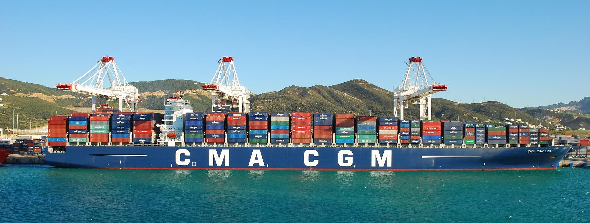 Image d'un porte-conteneurs du groupe CMA CGM, exemple de l'industrie maritime mondiale.