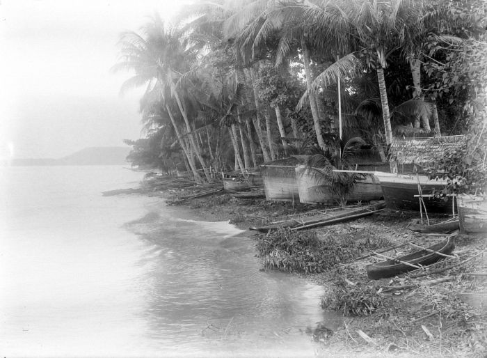 File:COLLECTIE TROPENMUSEUM Prauwen op het strand van Patani TMnr 10018526.jpg