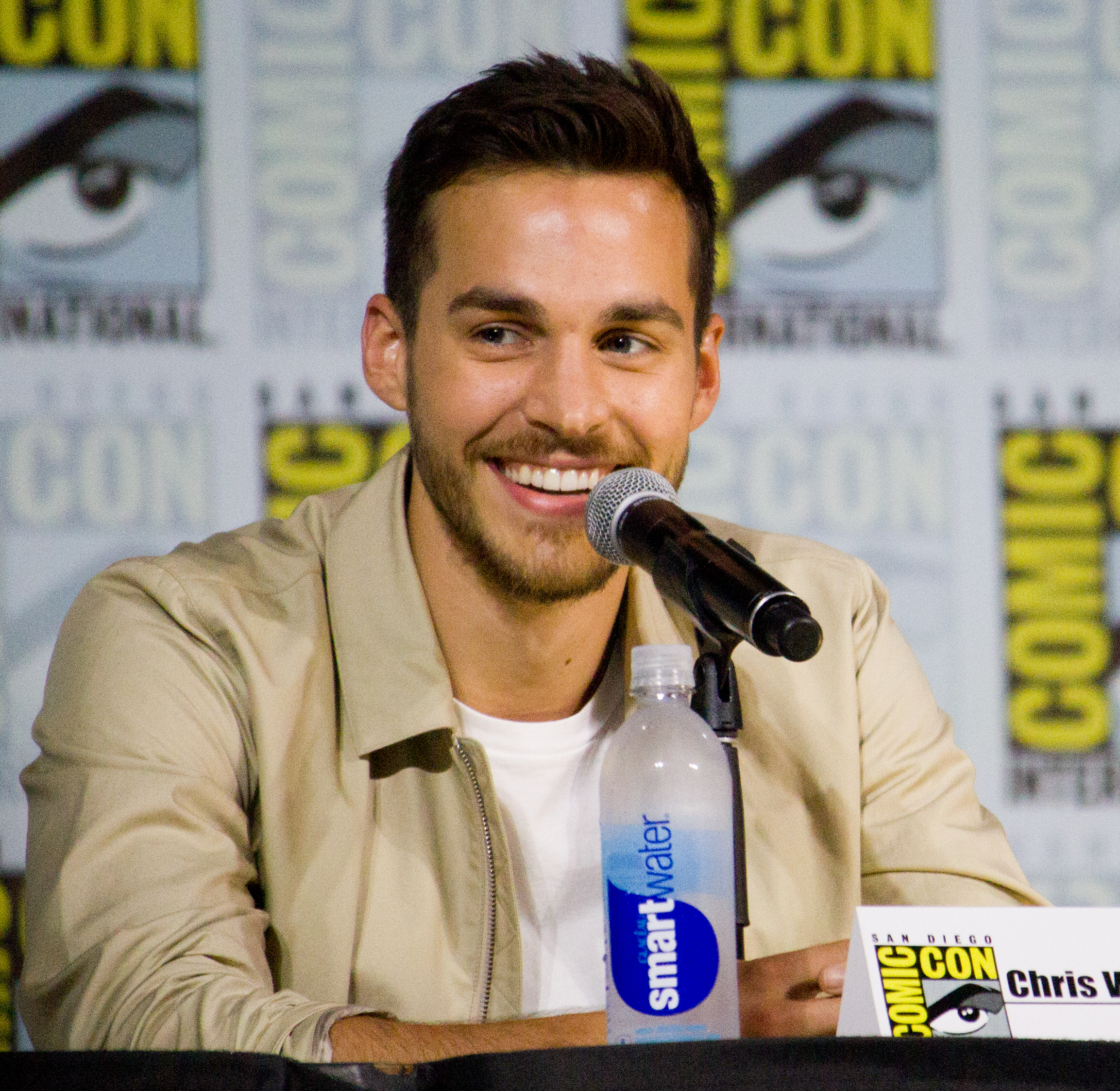 Chris wood actor wikipedia chris wood sdcc 2017g nvjuhfo Image collections