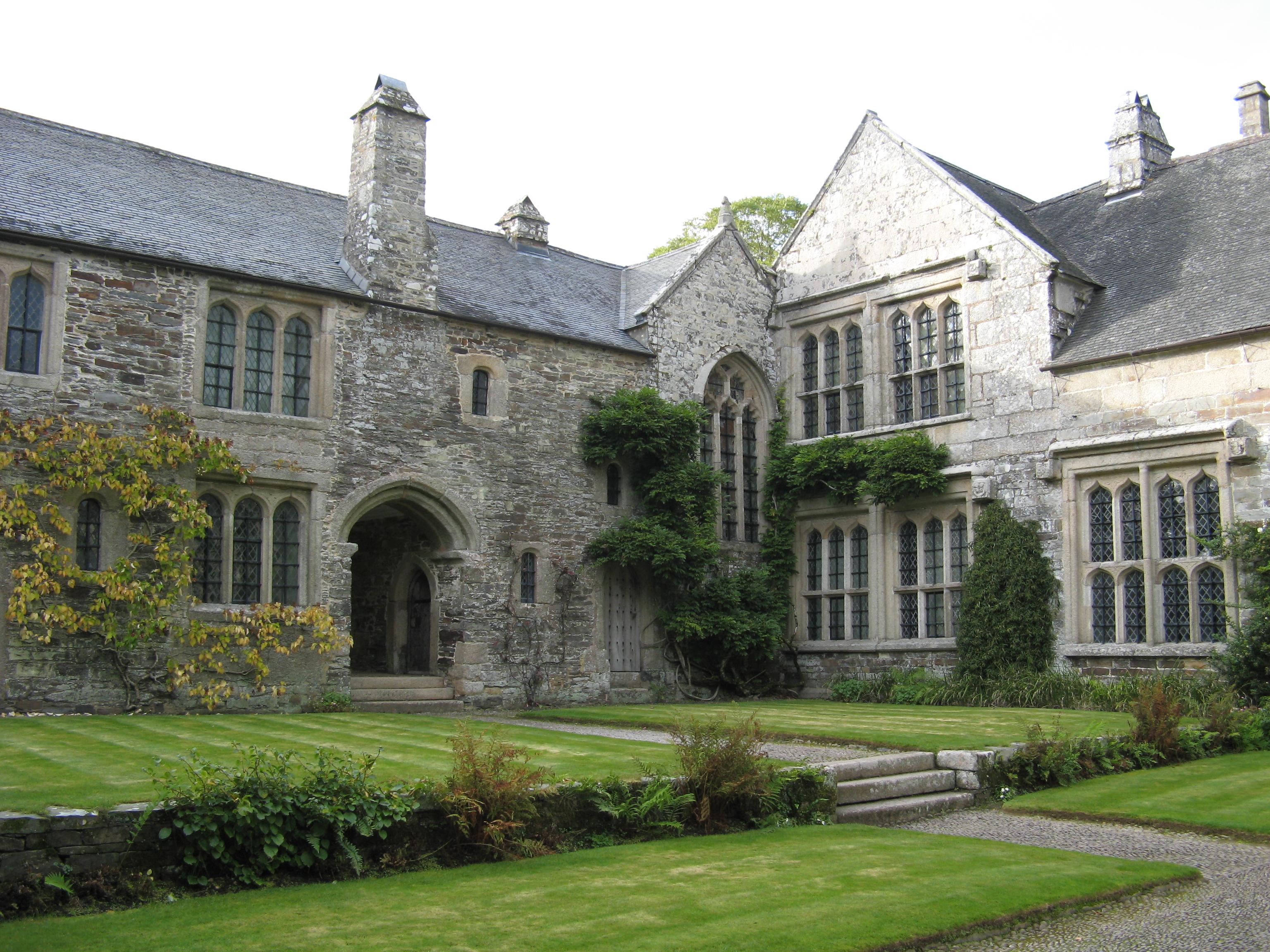 File:Cotehele, house from courtyard.jpg - Wikimedia Commons