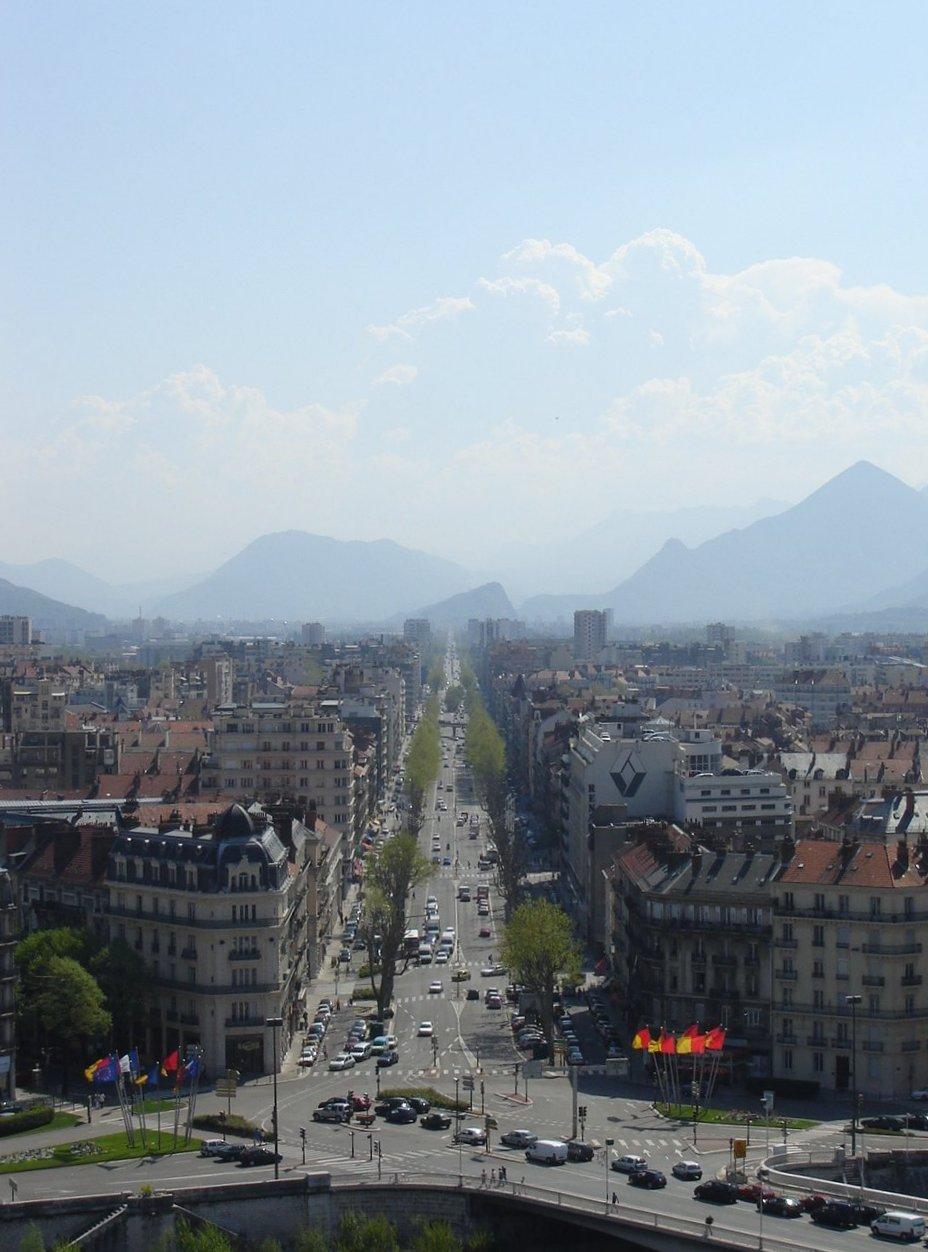 http://upload.wikimedia.org/wikipedia/commons/7/74/Cours_Jean_Jaures_Grenoble.JPG