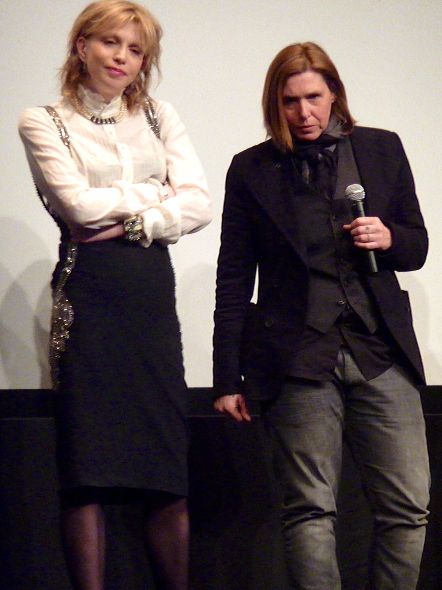 File:Courtney Love Patty Schemel MOMA 2012.jpg - Wikimedia ...