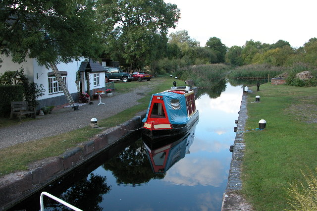 Droitwich Canal at Ladywood - geograph.org.uk - 56282