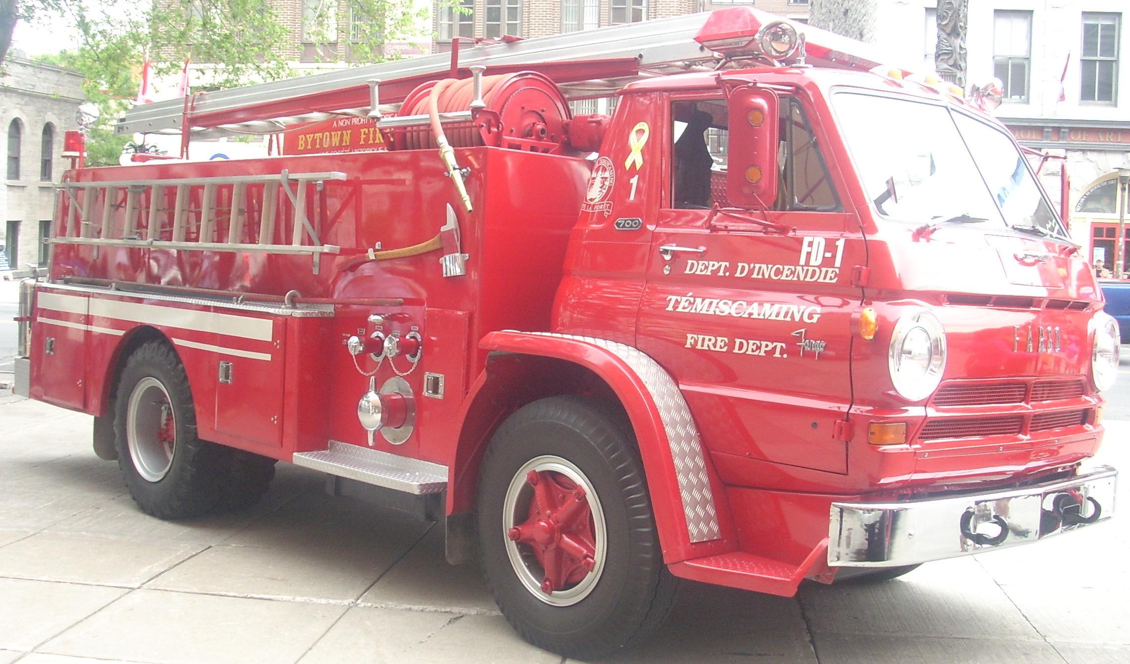 File:Fargo Fire Truck (Byward Auto Classic ...