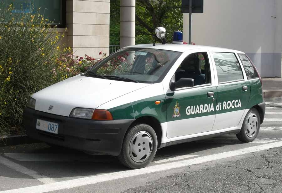 File:Fiat Punto Guardia di Rocca.jpeg