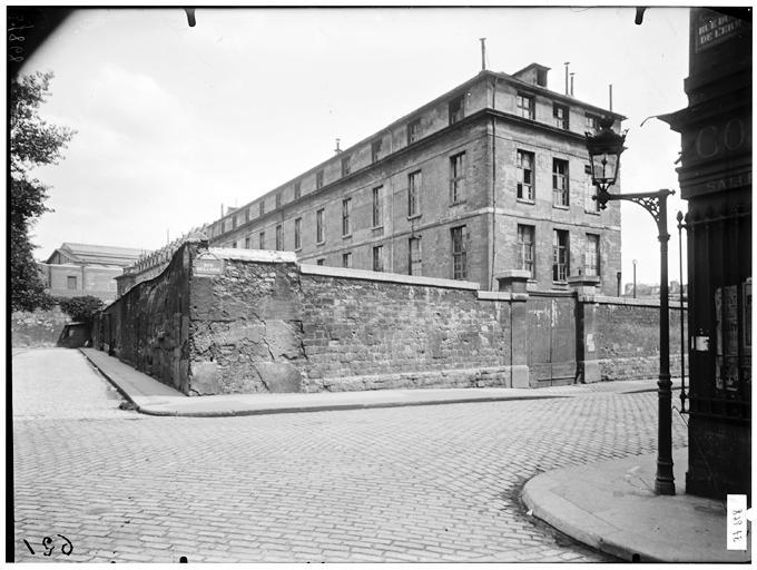 Fichier:Hôpital de la Pitié - Angle des façades au carrefour de la ...