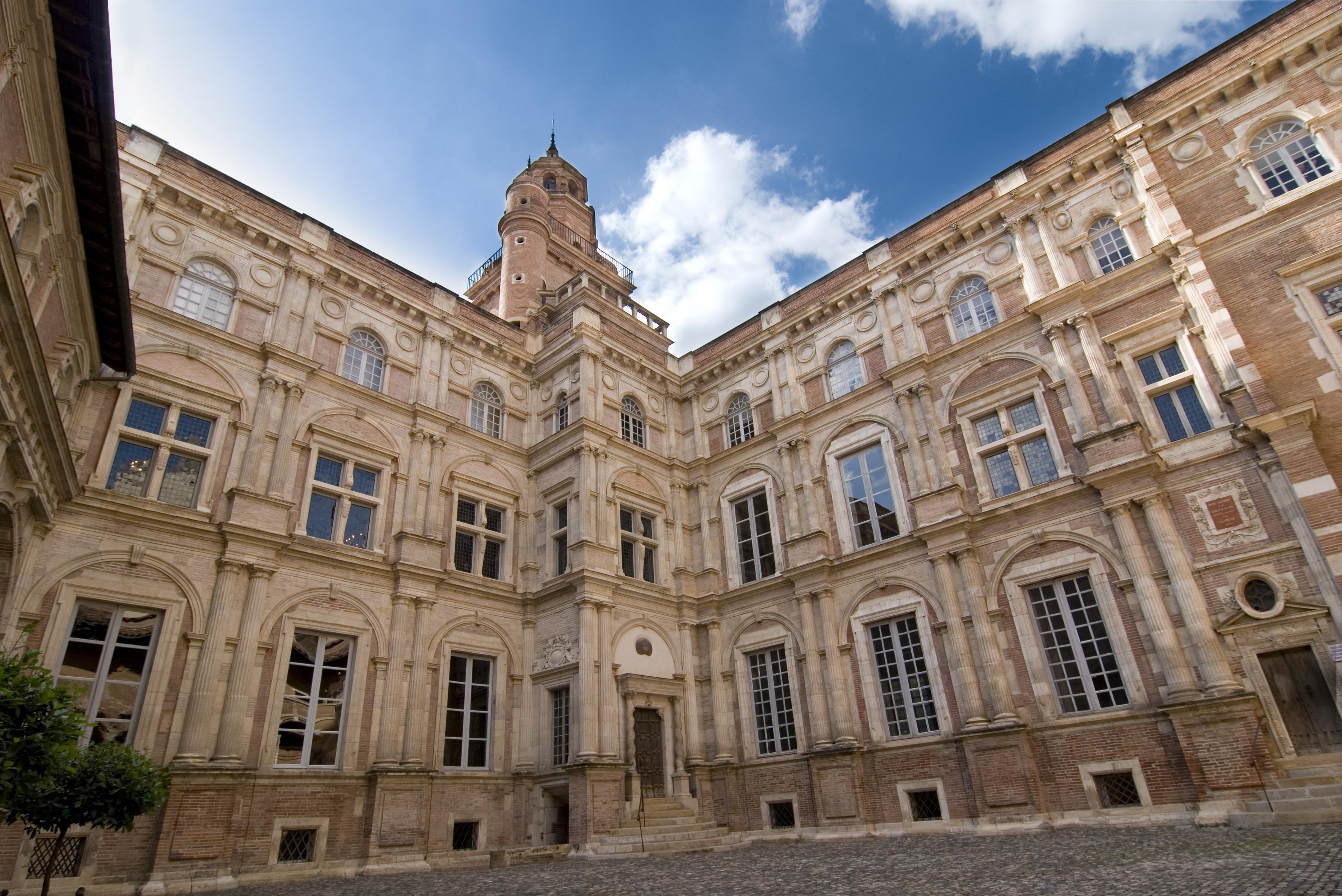 Archivo:Hôtel d'Assézat, toulouse (single shot).jpg - Wikipedia ...