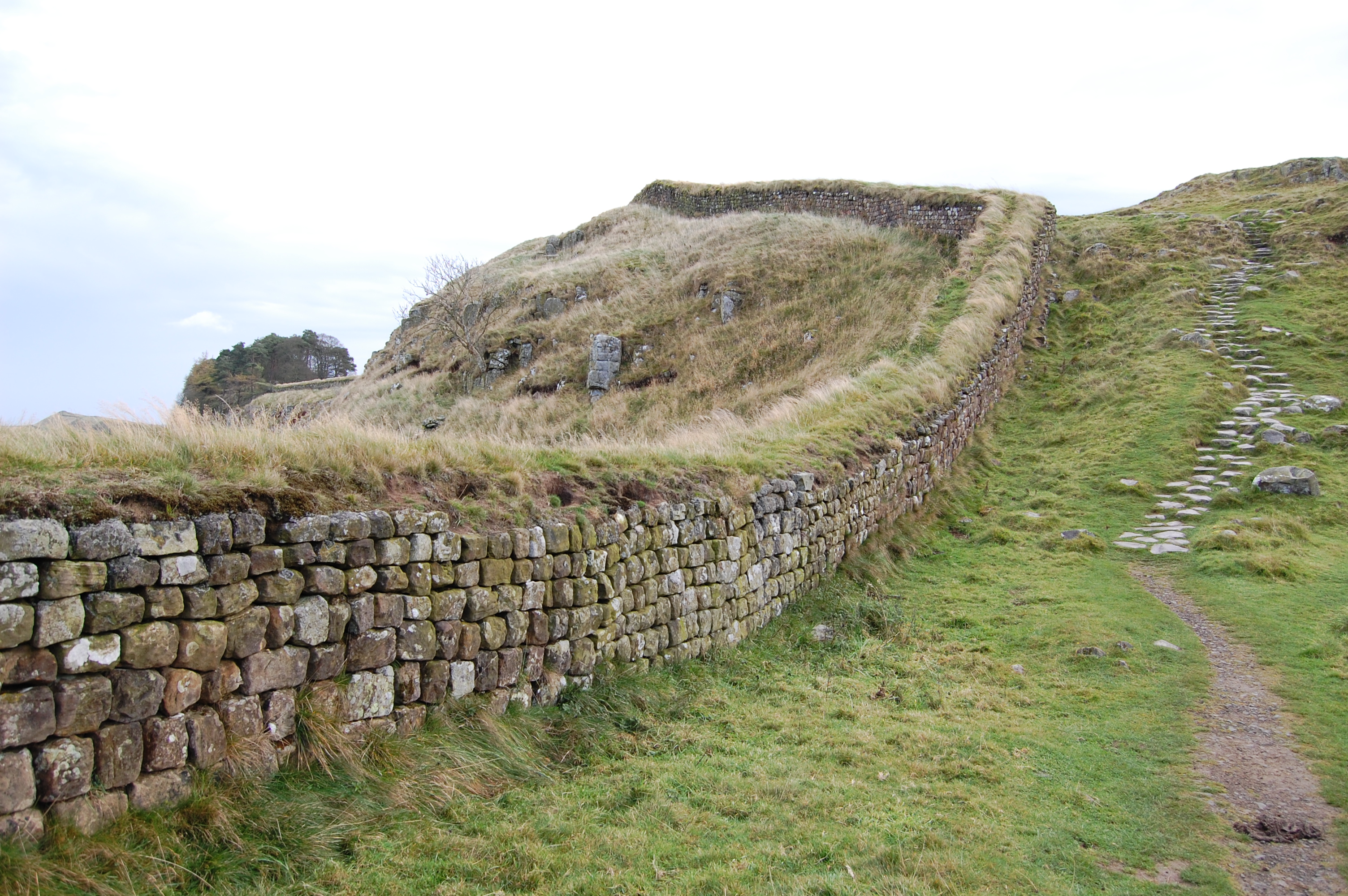 File Hadrian S Wall West Of Housesteads 4 Jpg Wikimedia