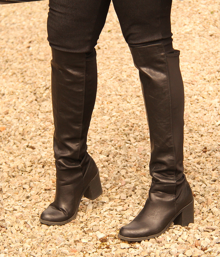 9959bfca2f287 File:Heeled over the knee boots for men.jpg - Wikimedia Commons