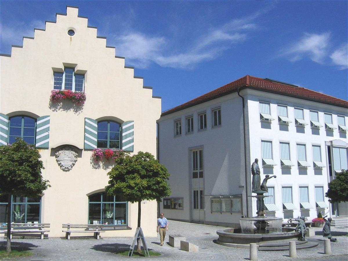 Fileholzkirchen marktplatz rathaus 1jpg wikimedia commons for Holzküche kinder