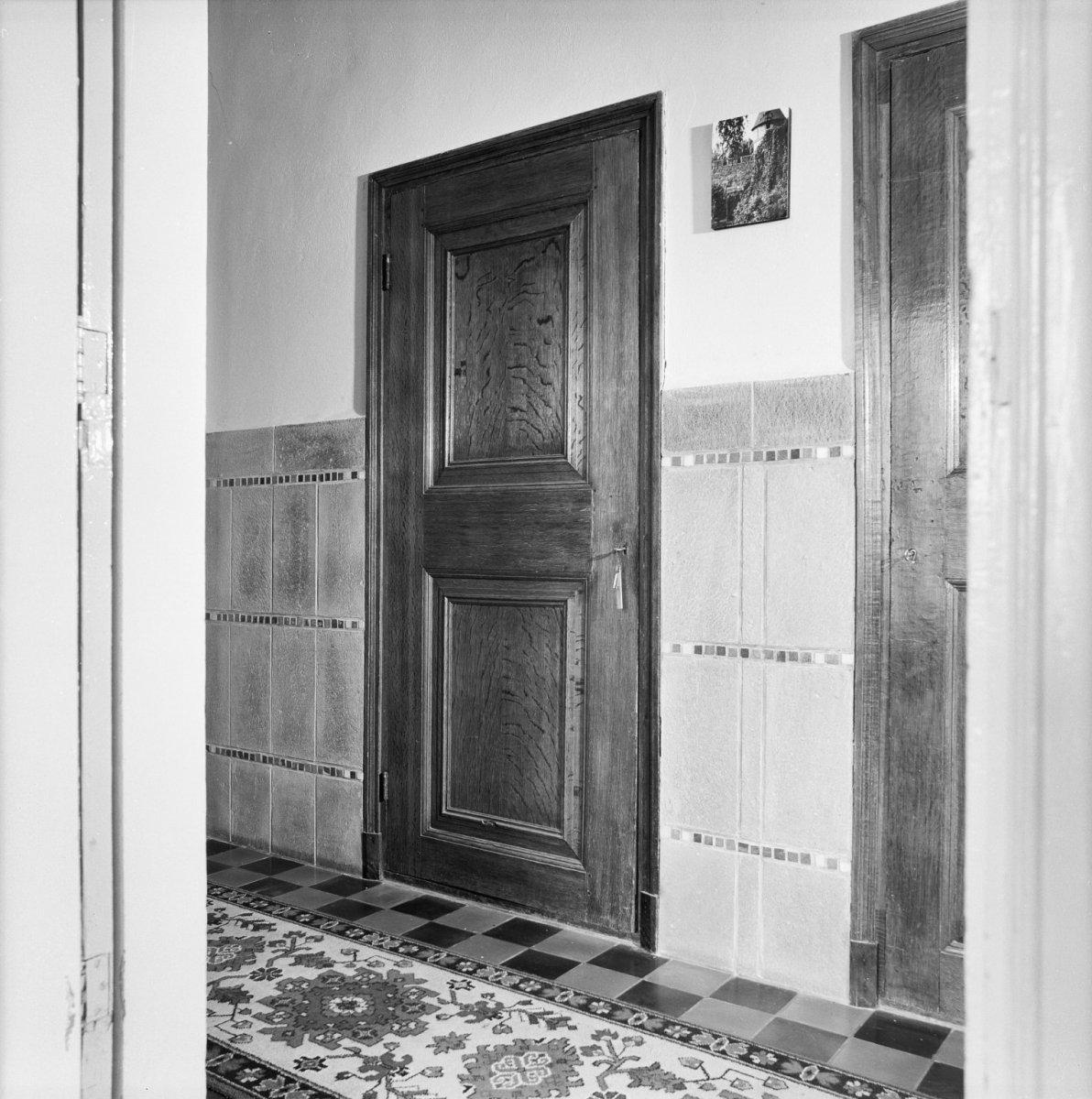 Bestand:Interieur, deur in gang naar woonkamer - Puttershoek ...