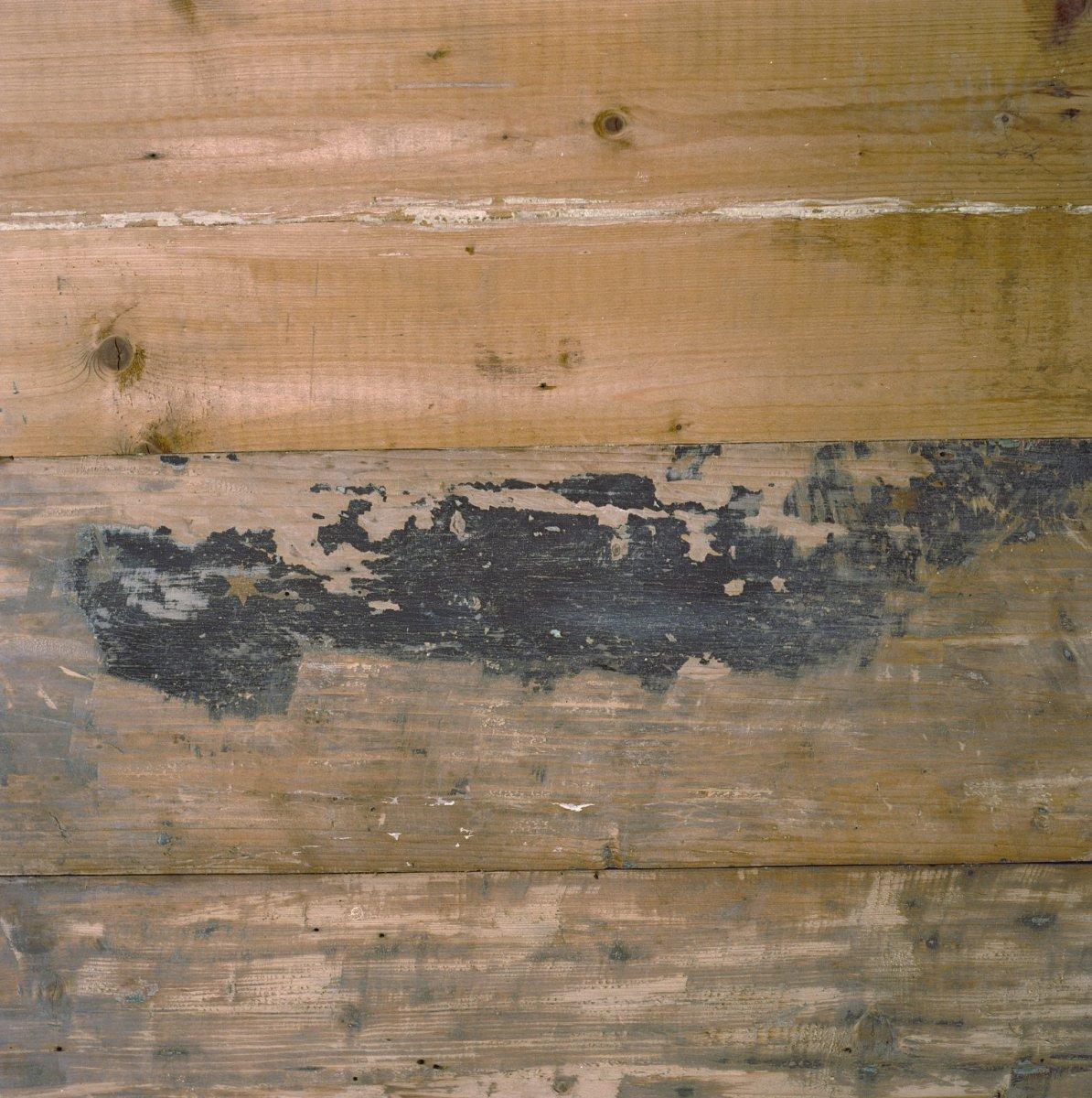 File interieur woonkamer houten wand detail zaandam 20002196 wikimedia commons - Kleden houten wand ...