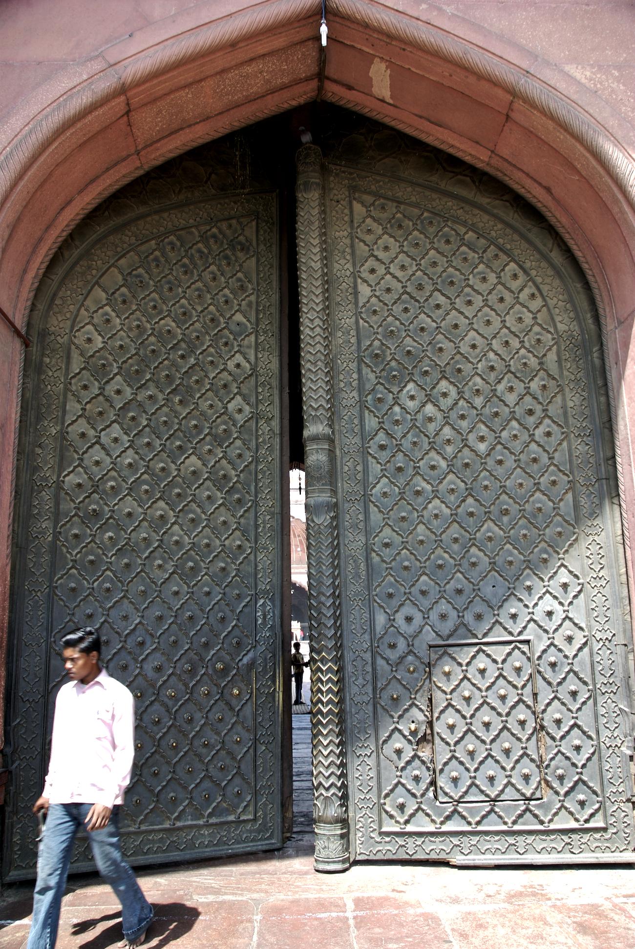 FileIron door of the main entrance Jama Masjid Delhi.jpg & File:Iron door of the main entrance Jama Masjid Delhi.jpg ...