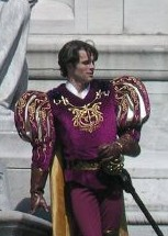 "James Marsden in ""Enchanted"" crop.jpg"