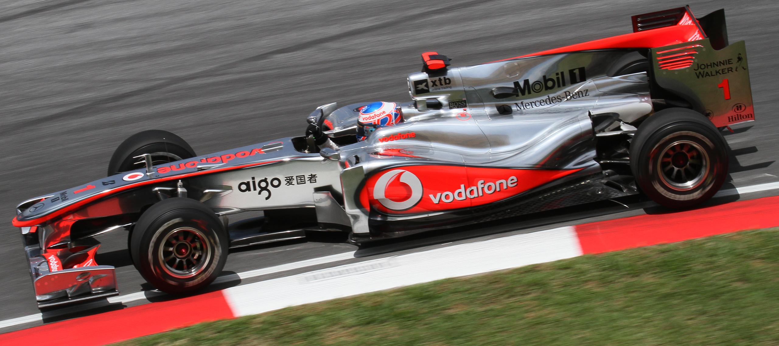 Jenson_Button_2010_Malaysia_2nd_Free_Pra