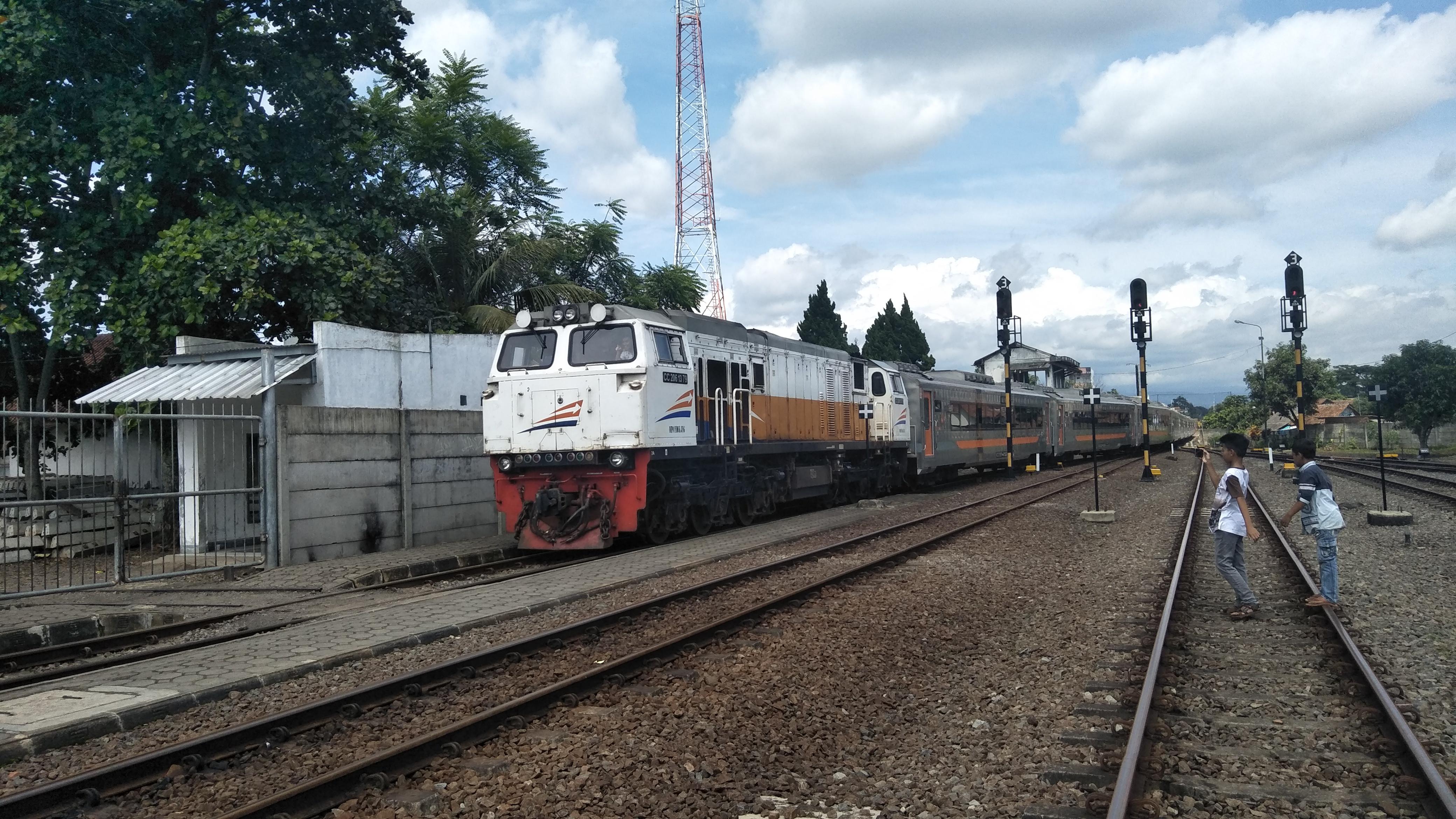 Kereta Api Lodaya Wikipedia Bahasa Indonesia Ensiklopedia Bebas