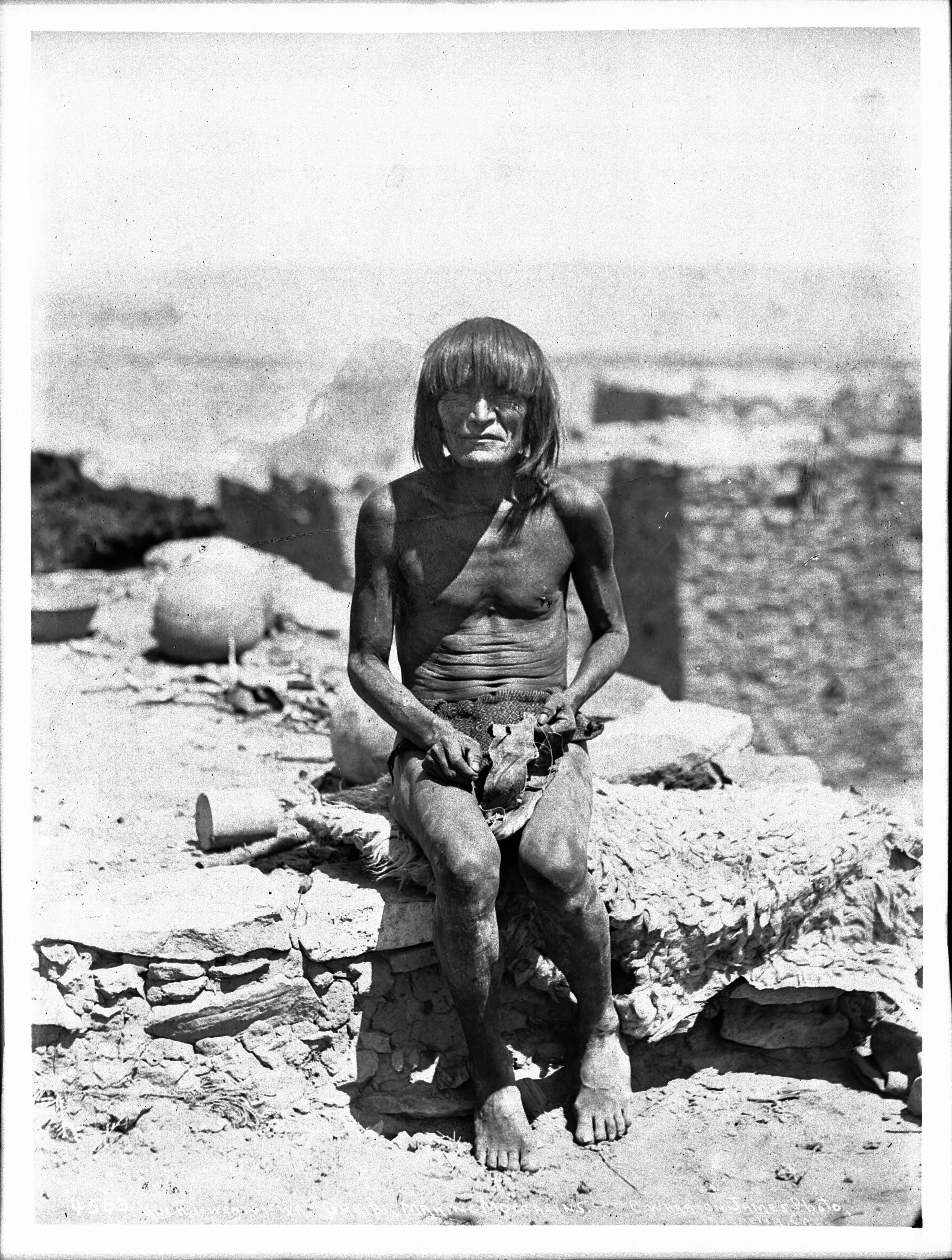 File:Koch-i-vent-i-wa, a Hopi man making