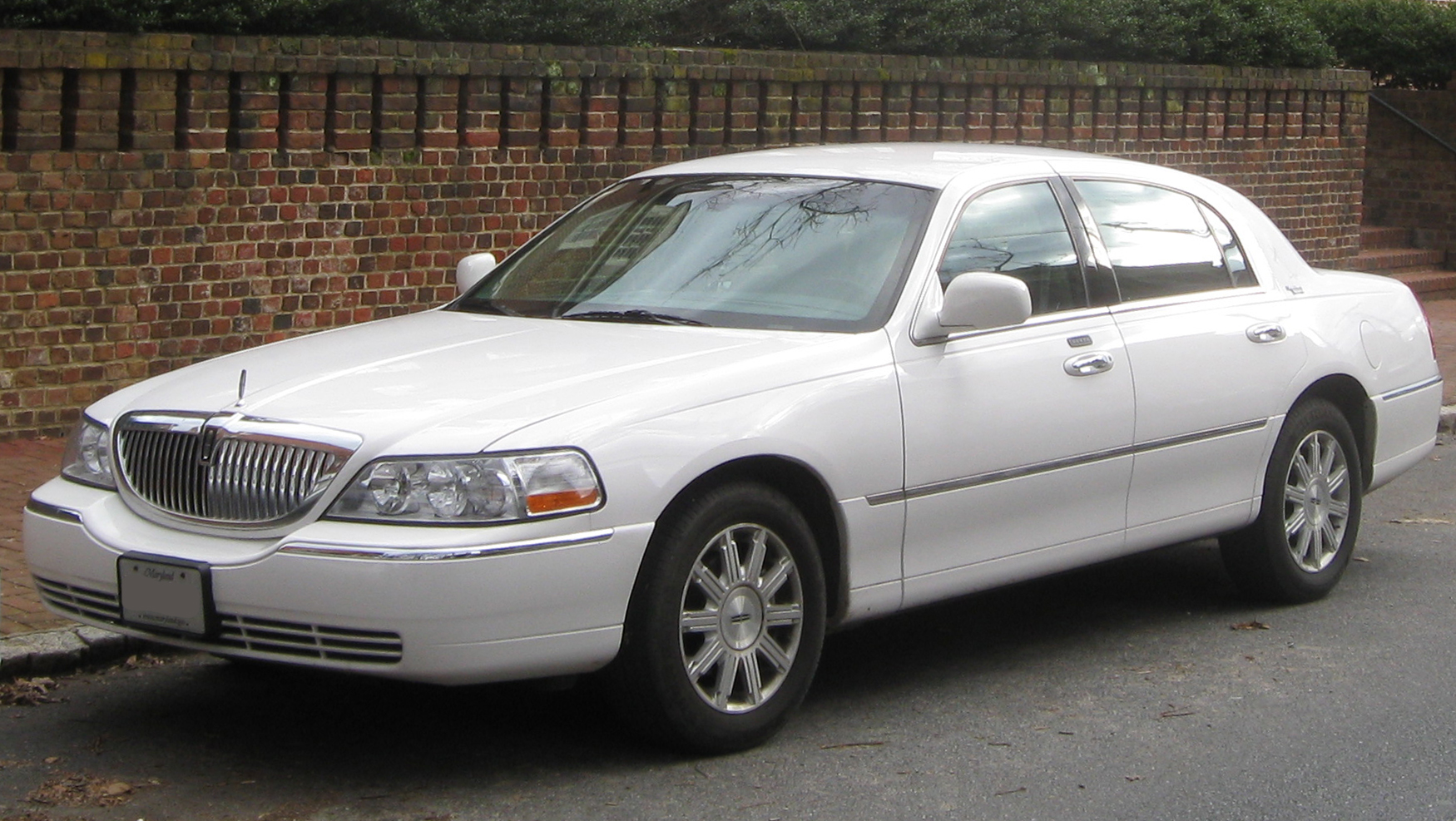 File Lincoln Town Car 01 28 2010 Jpg Wikimedia Commons