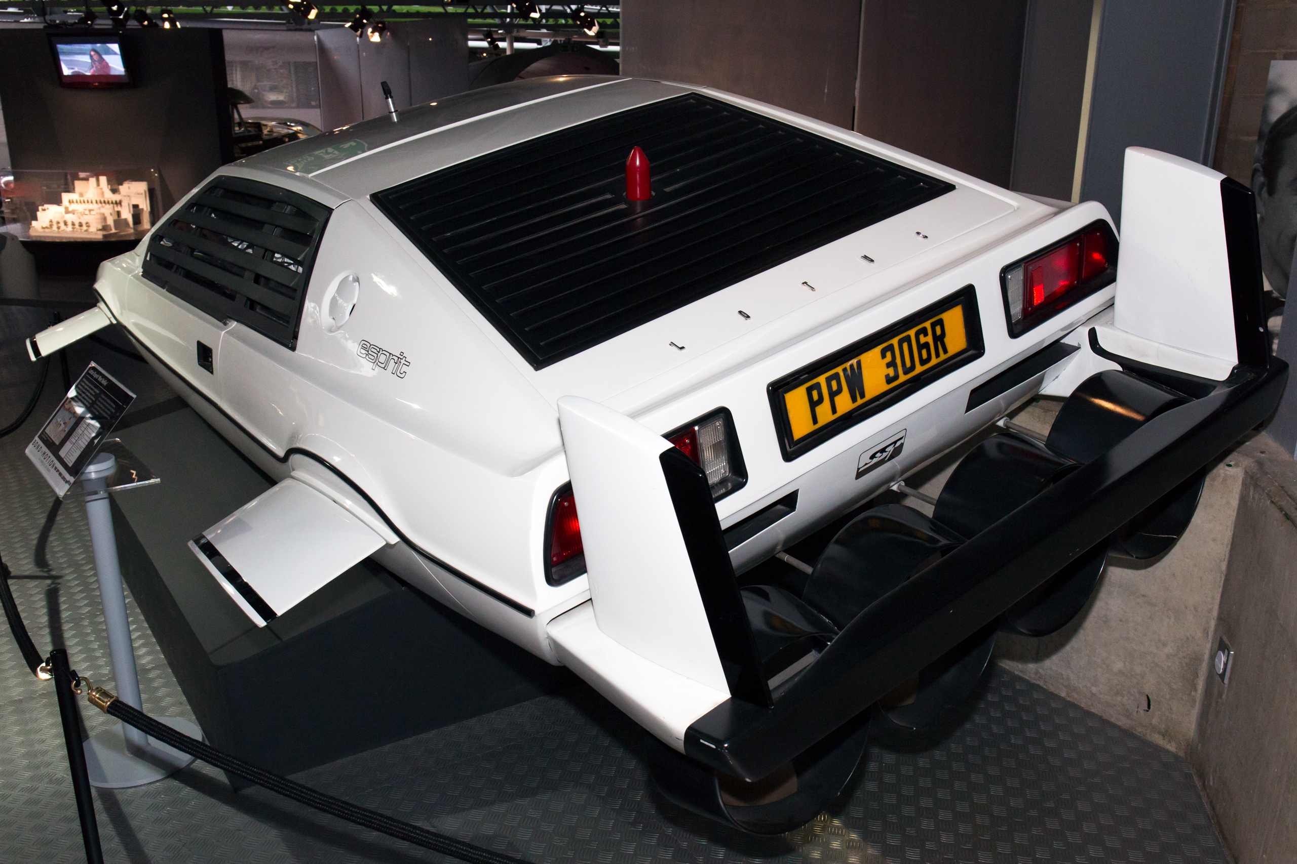File Lotus Esprit The Spy Who Loved Me Rear Left National Motor Museum Beaulieu Jpg