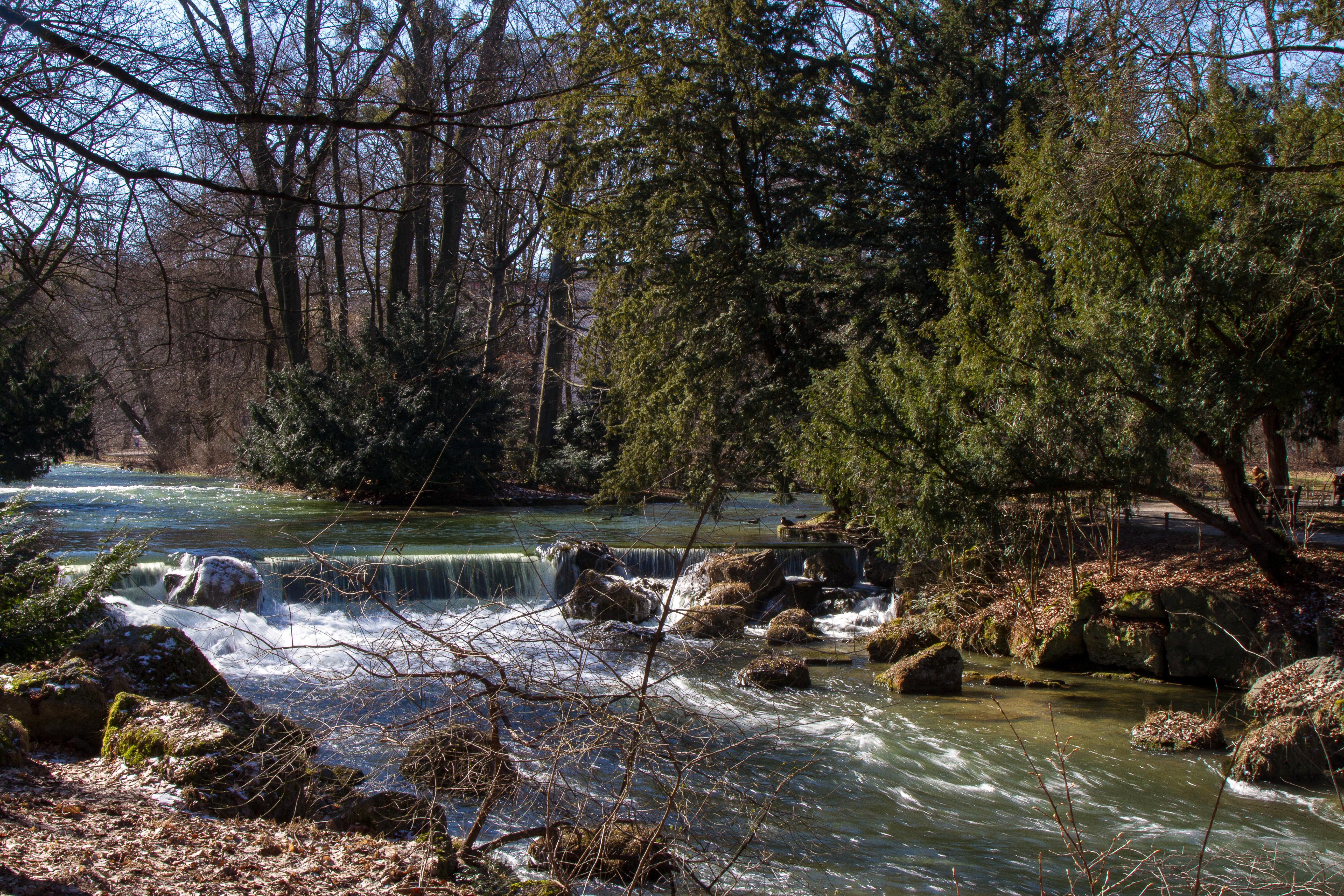 Datei:München Englischer Garten Eisbach Wasserfall.jpg ...