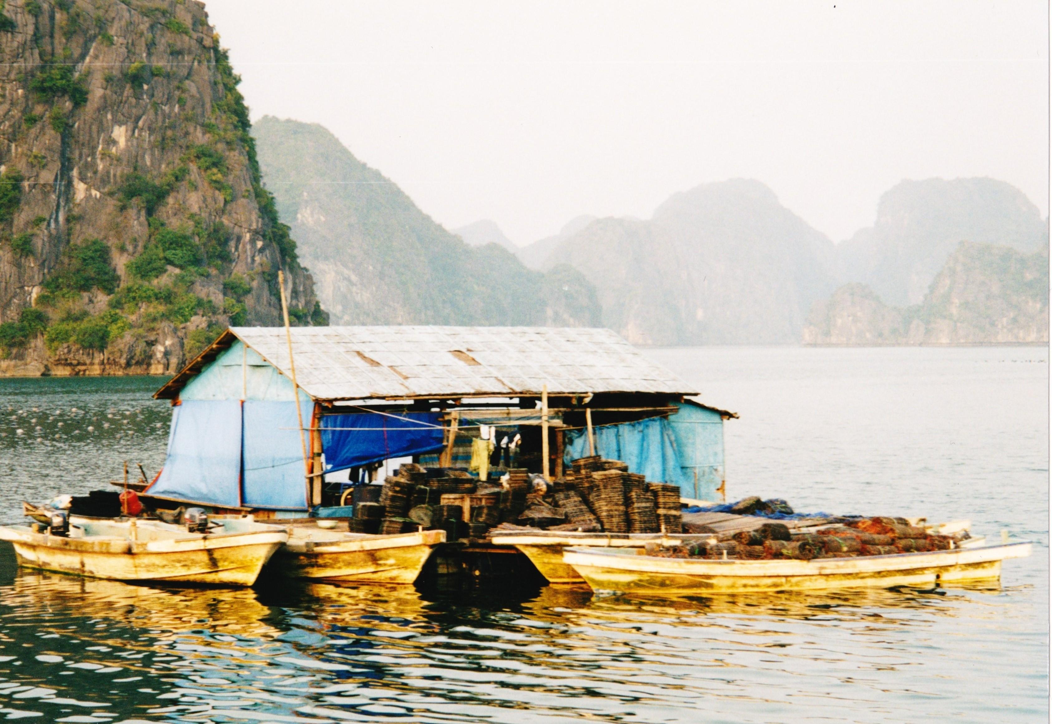 File maison flottante baie de h long for Maison flottante