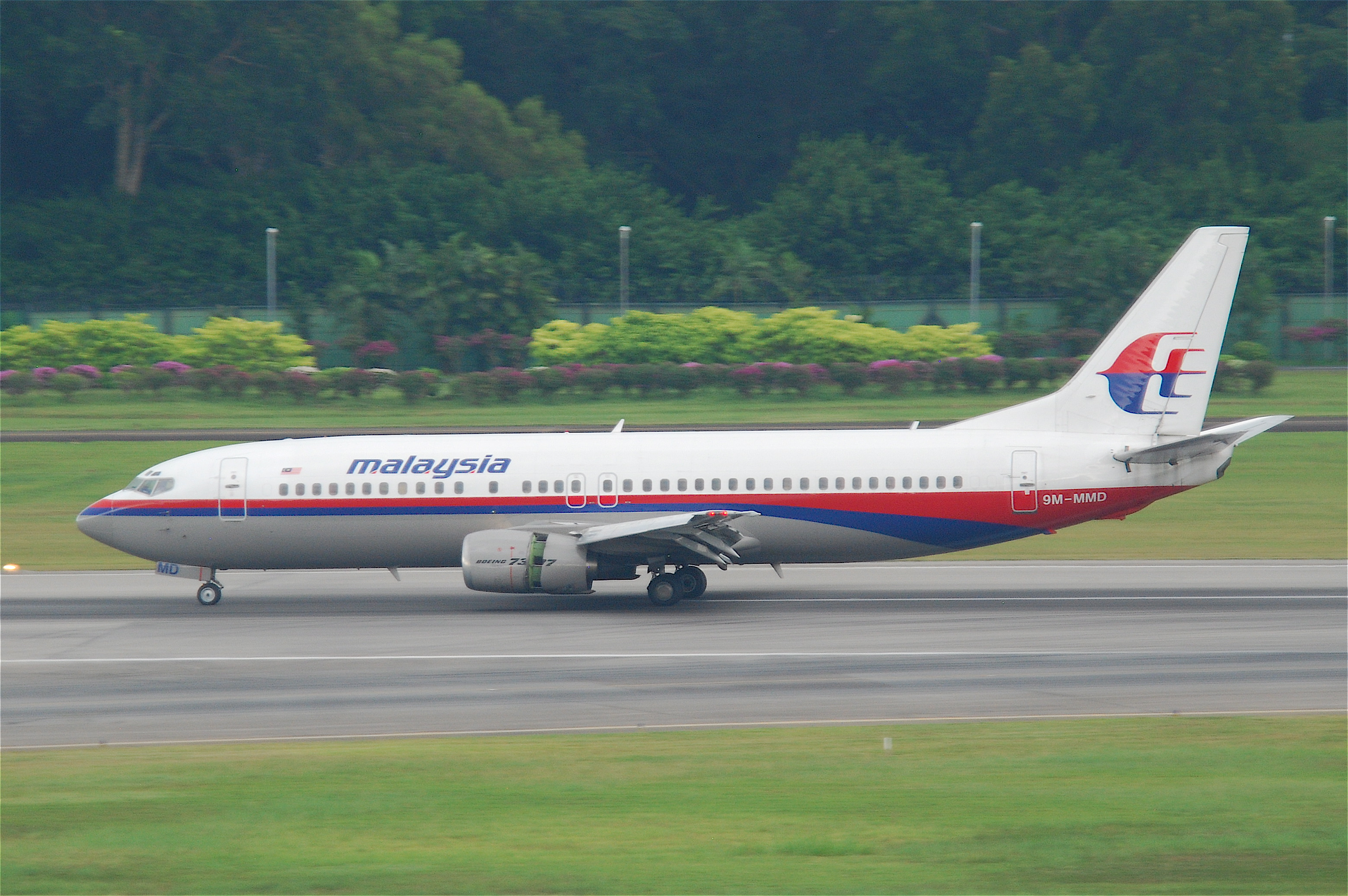 Malaysia_Airlines_Boeing_737-400%3B_9M-M