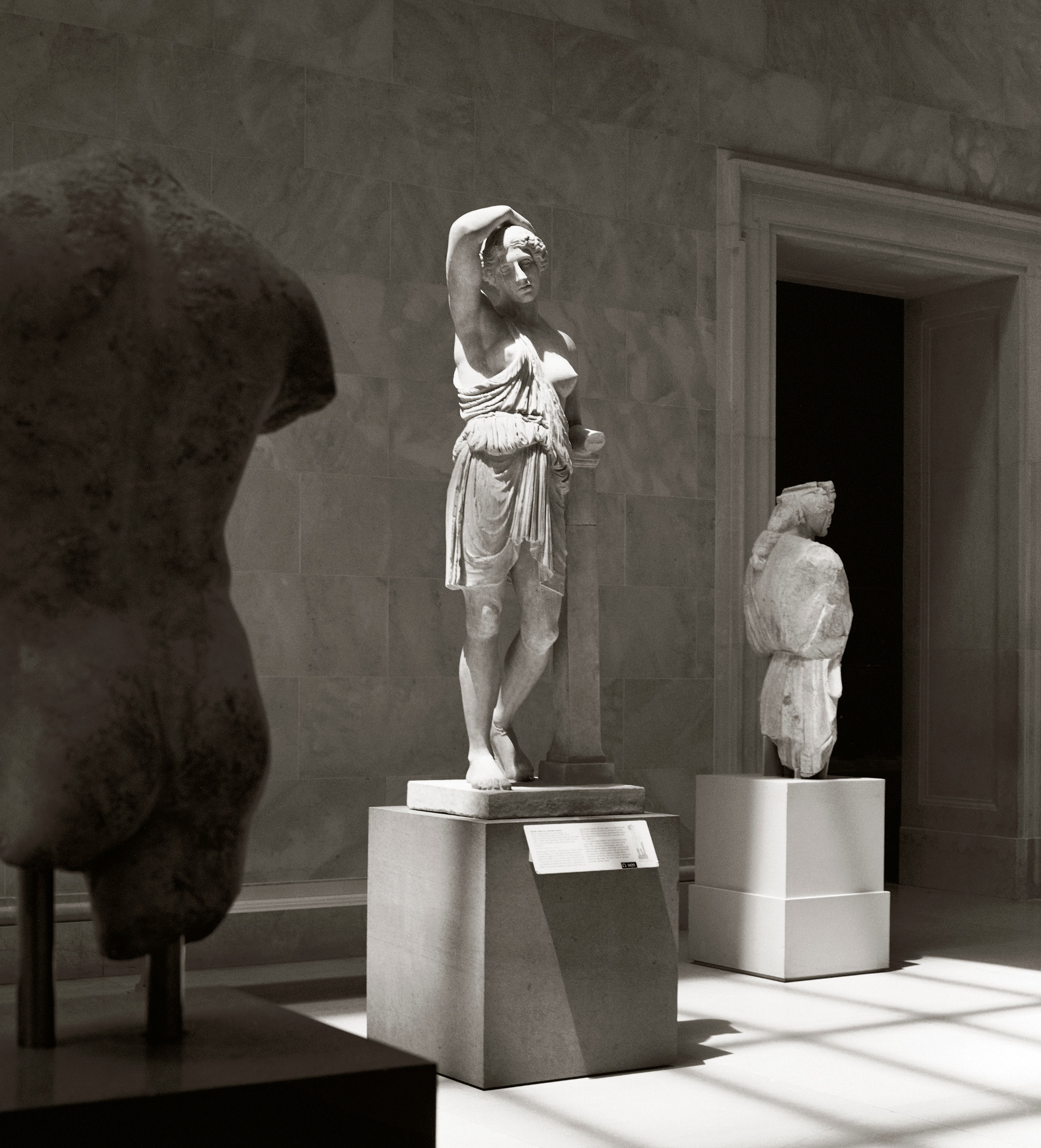 marble statue of a wounded warrior analysis