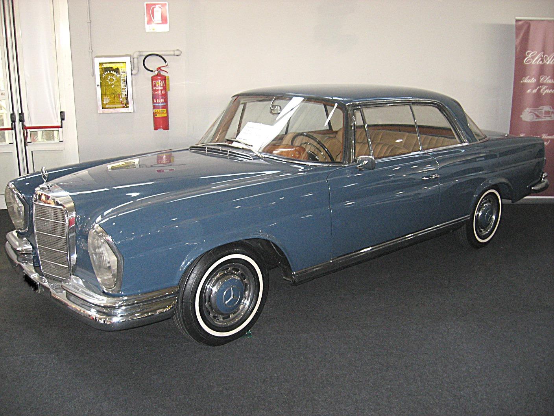 Mercedes-Benz_220SE_Coup%C3%A9_W111.JPG