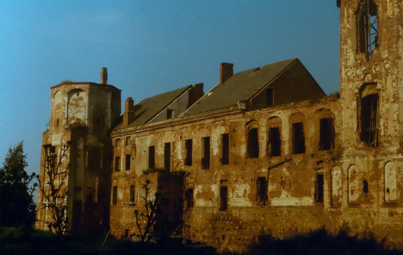 Mir_Castle-1990s.jpg