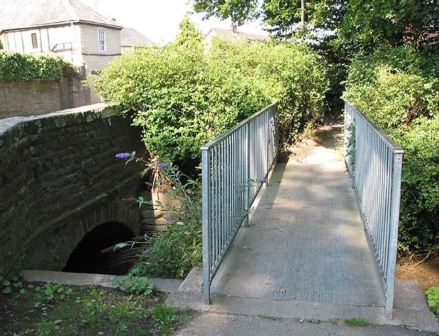 Modern footbridge, Fownhope - geograph.org.uk - 532469
