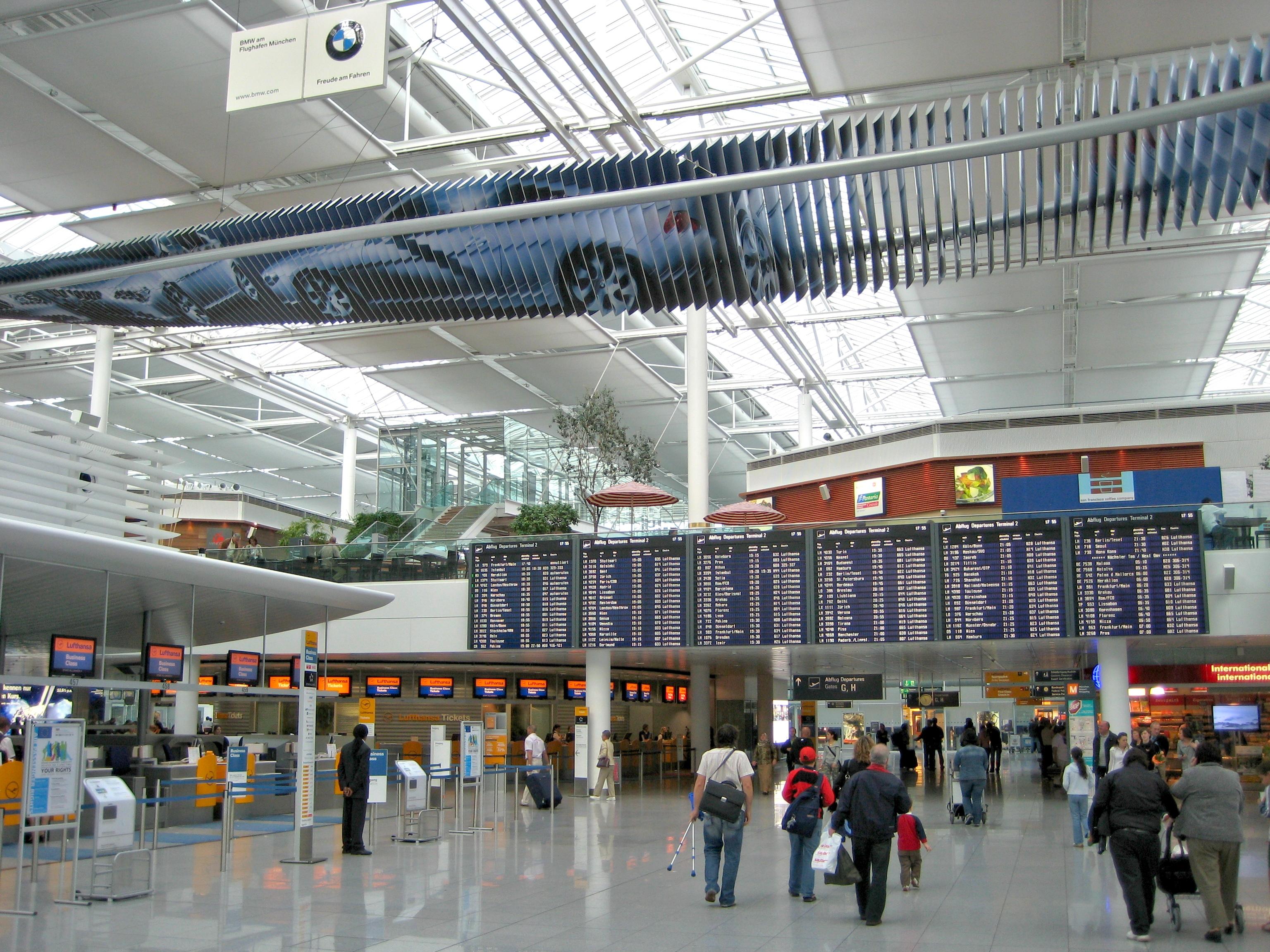Departure hall terminal lufthansa check in desks franz josef