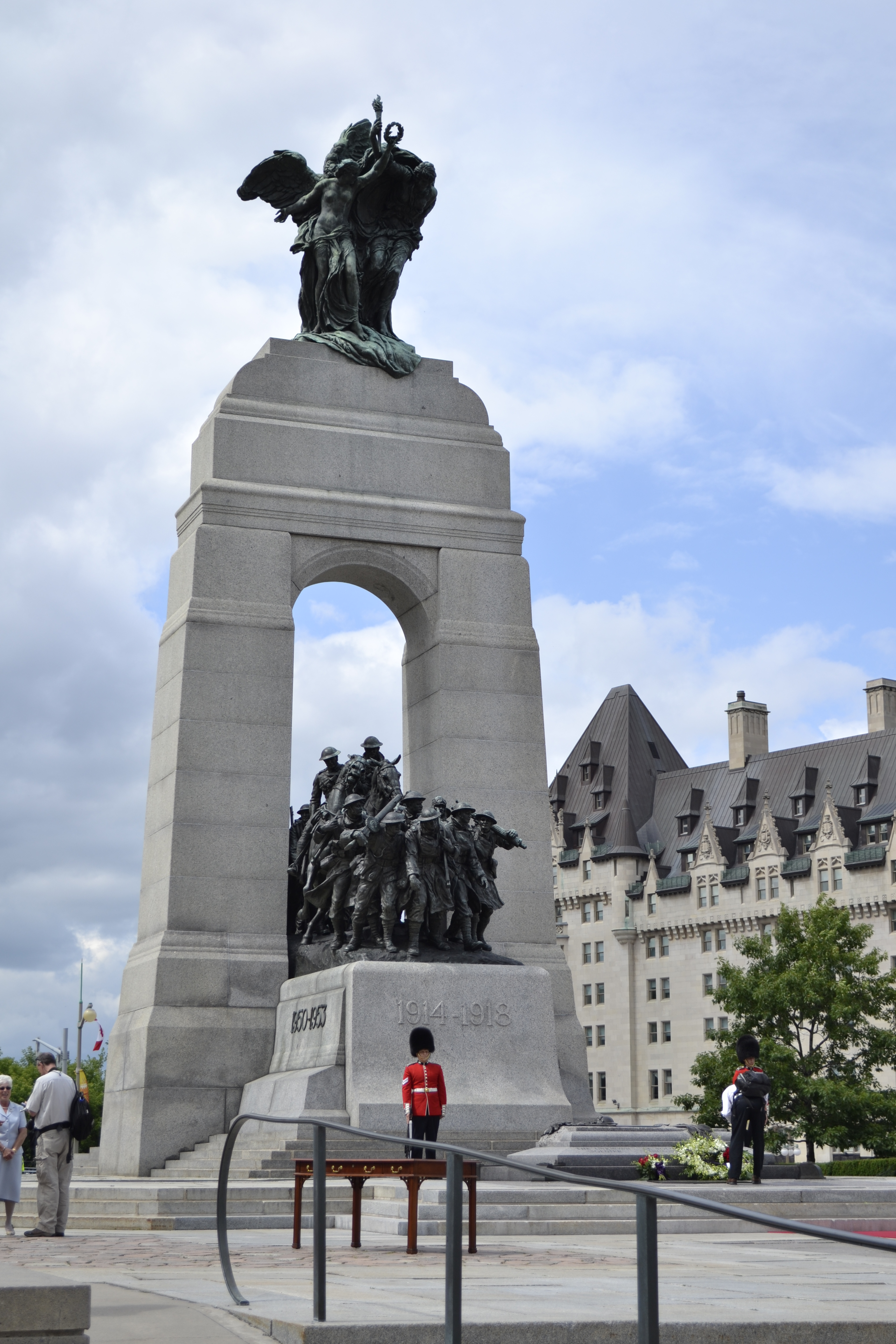 http://upload.wikimedia.org/wikipedia/commons/7/74/National_war_memorial,_july_2011.jpg