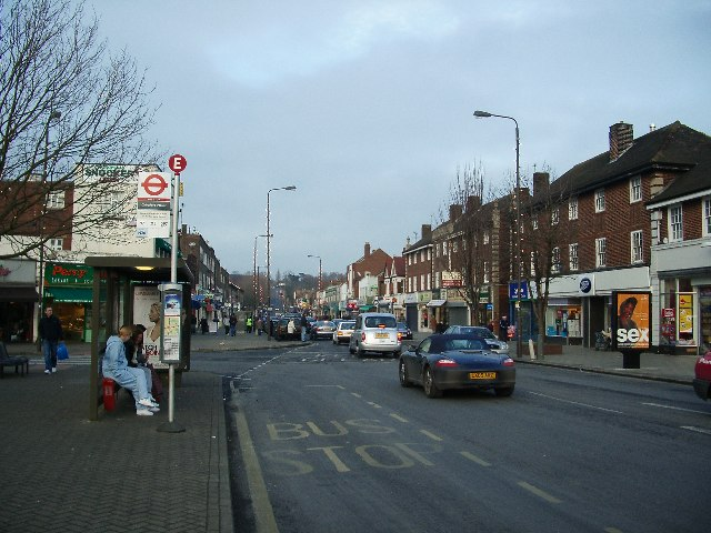 File:Old Church Road, Chingford, London.jpg